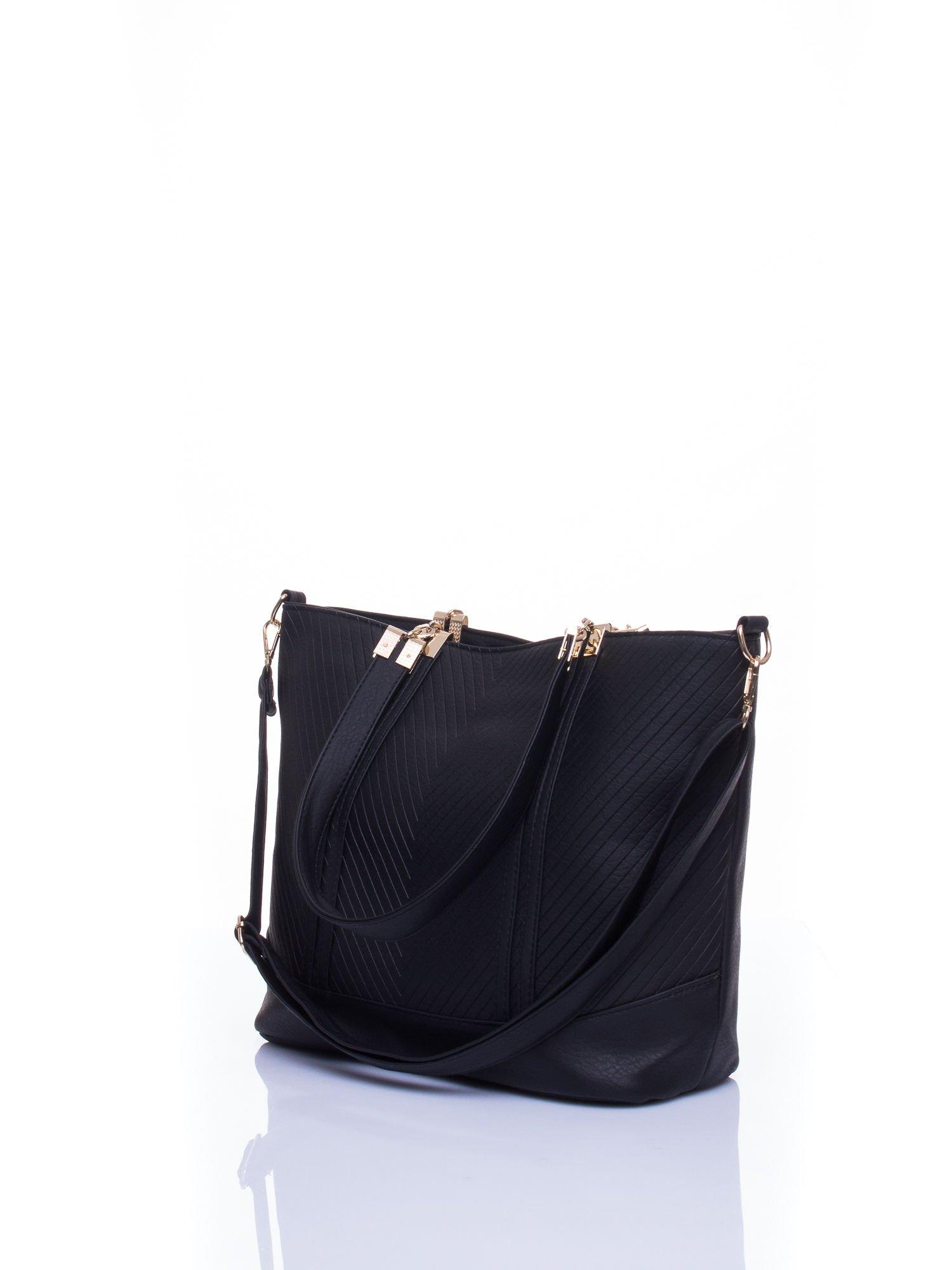 Czarna fakturowana torebka damska ze złotymi okuciami                                  zdj.                                  5