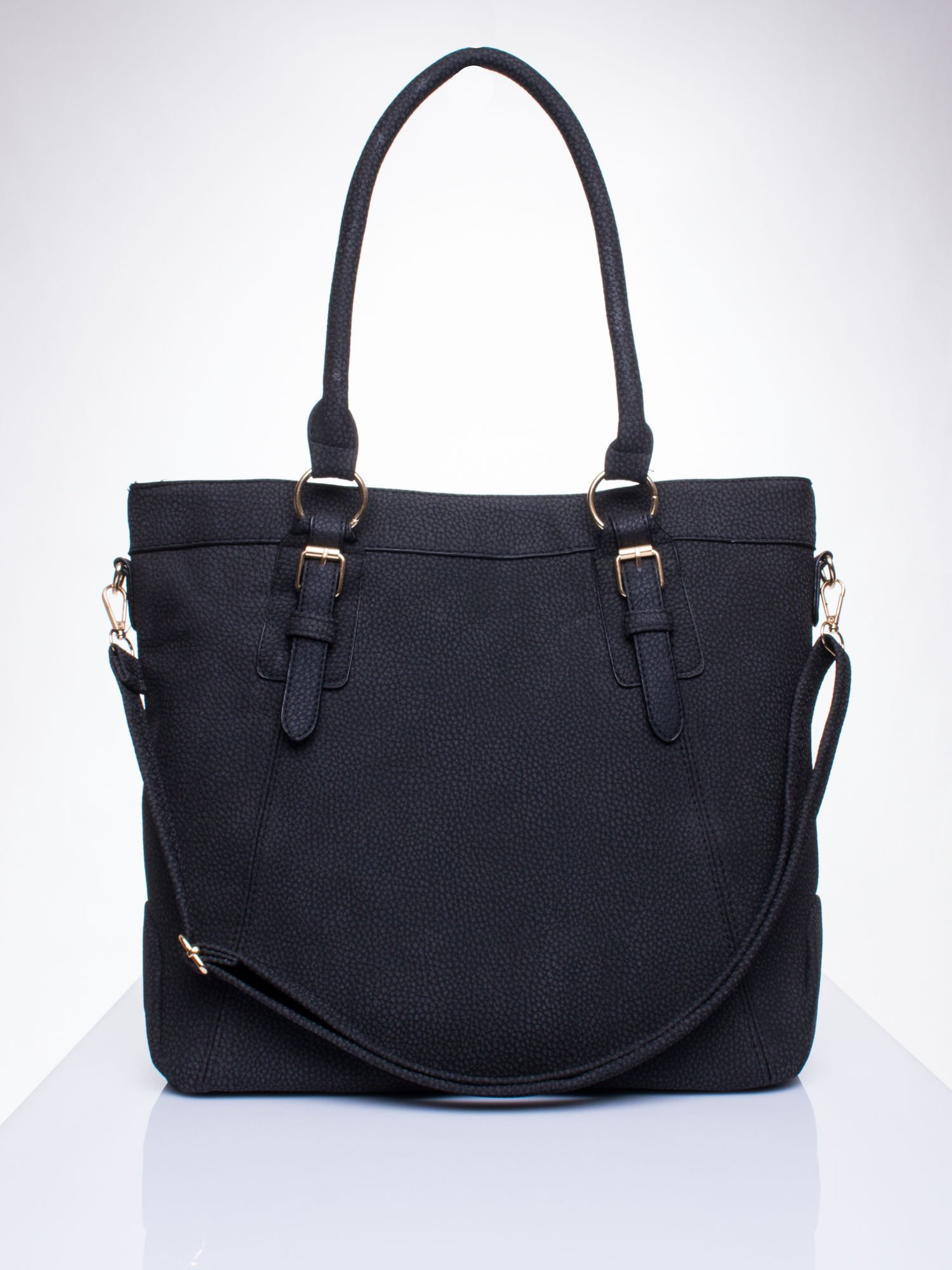 Czarna fakturowana torebka z klamerkami                                  zdj.                                  1