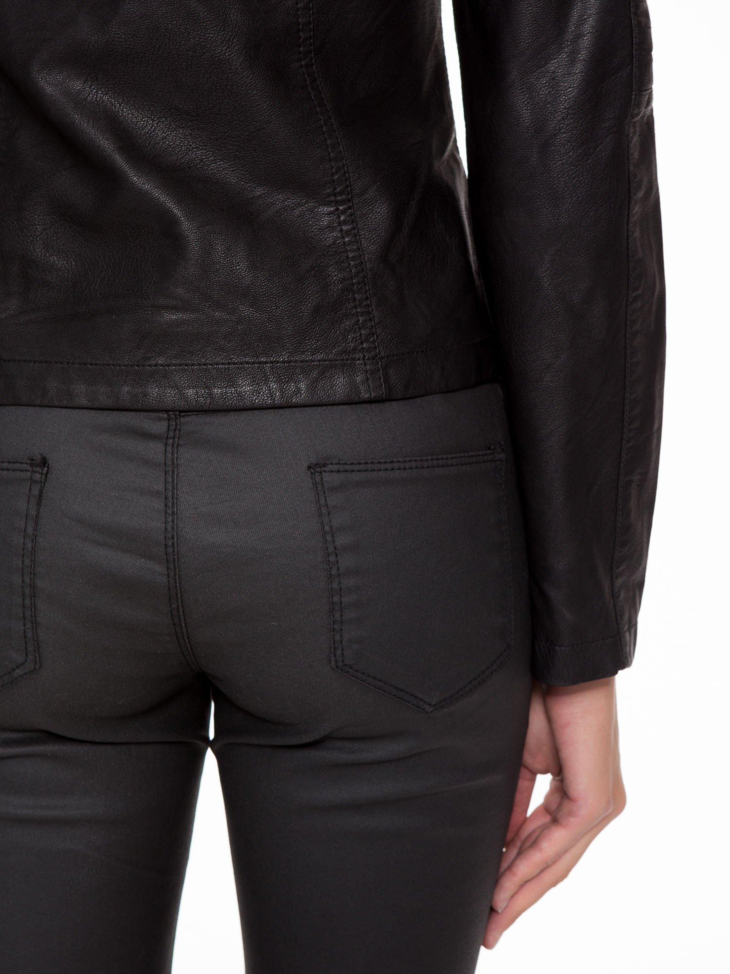 Czarna kurtka biker z przeszyciami na ramionach                                  zdj.                                  9