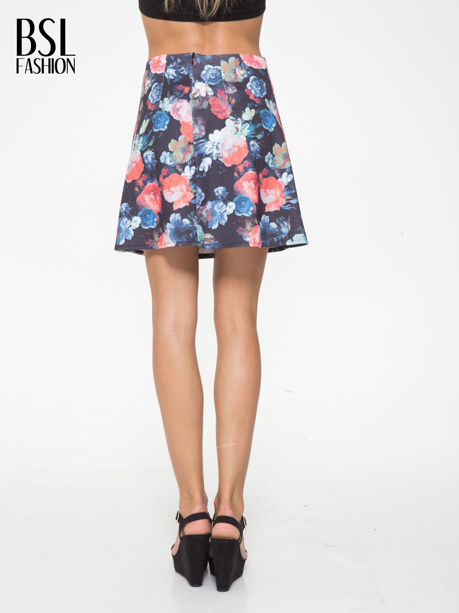 Czarna kwiatowa mini spódnica skater                                  zdj.                                  4