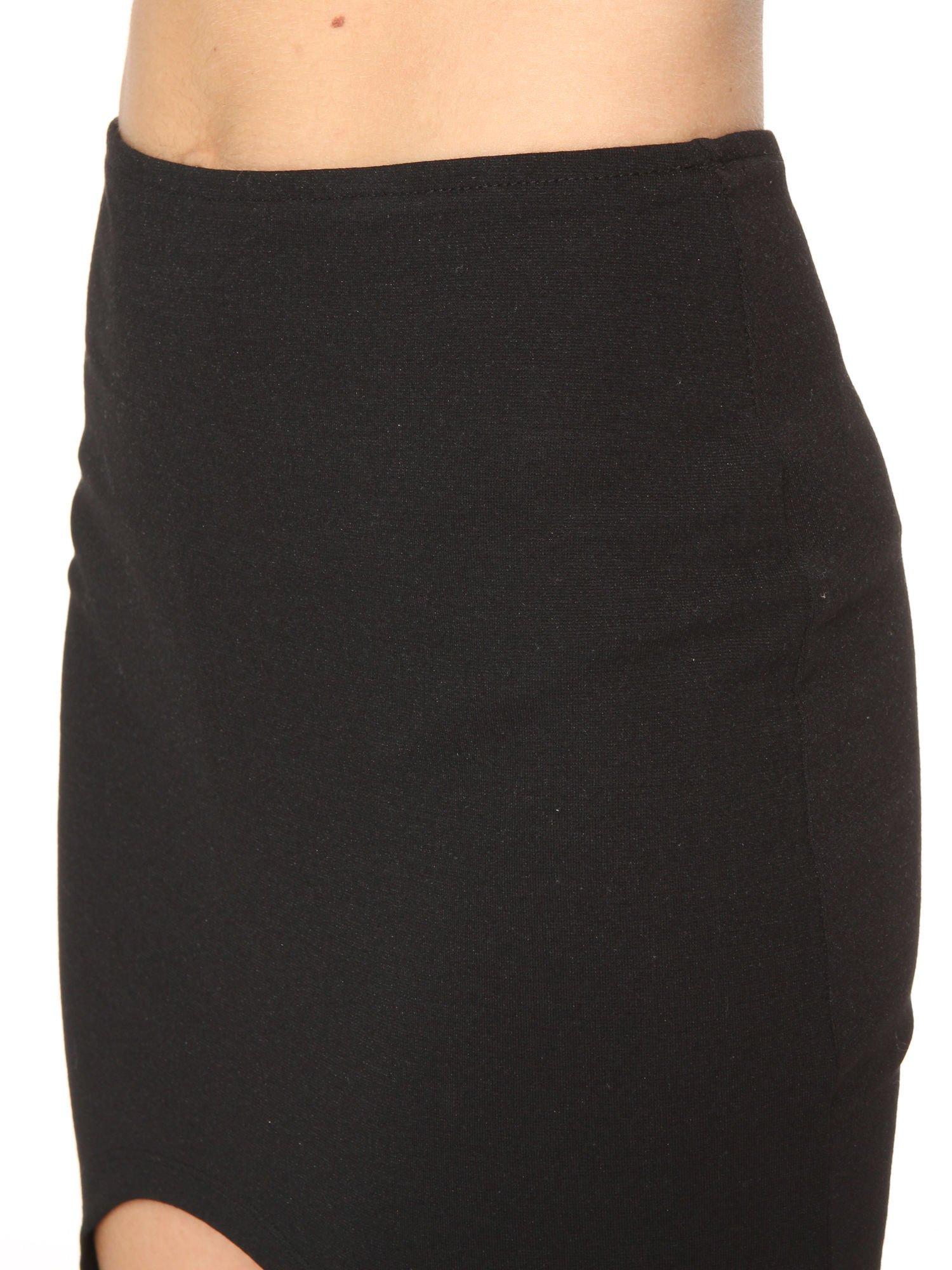 Czarna mini spódnica z wycięciem z przodu                                  zdj.                                  6