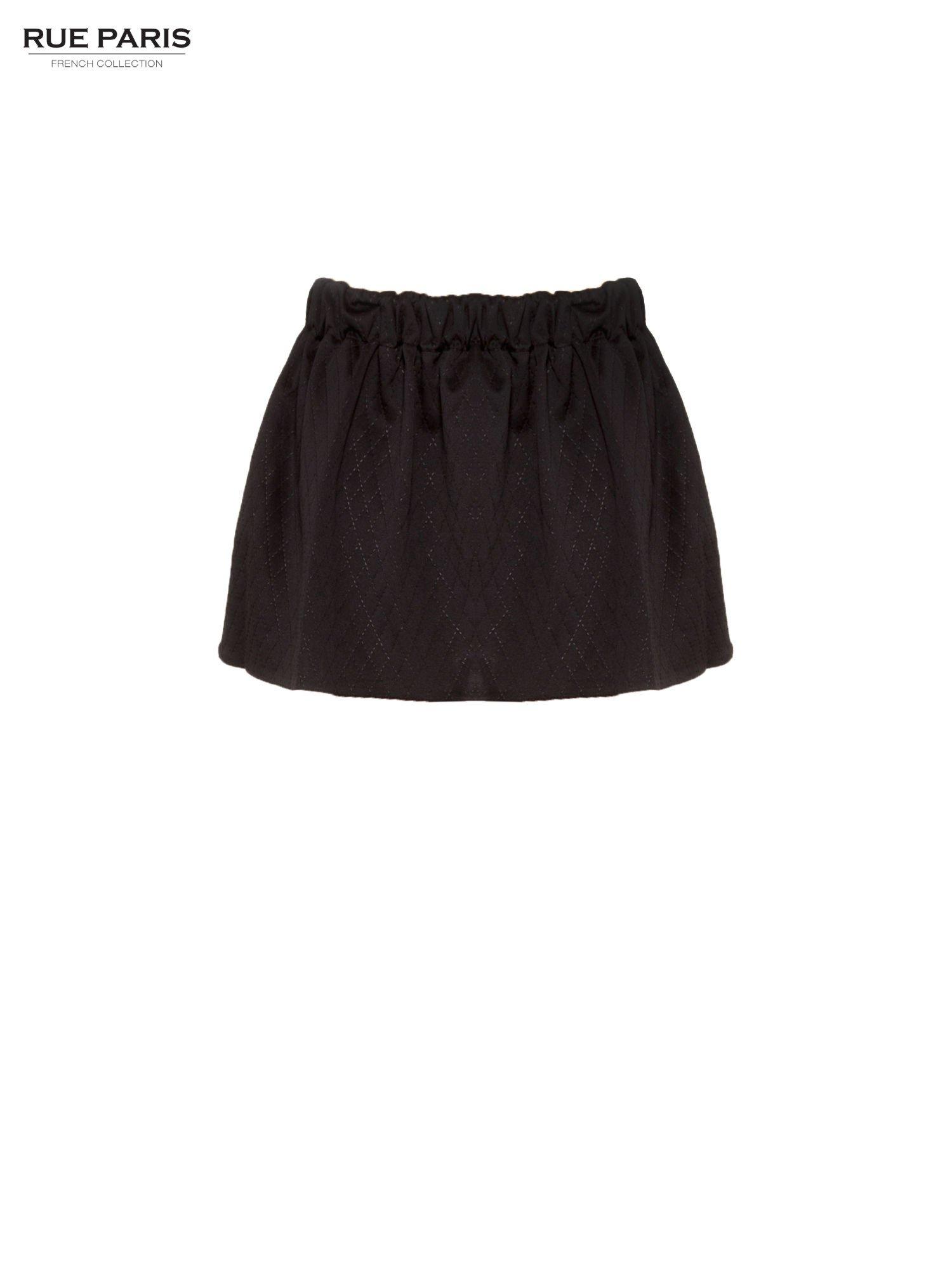 Czarna mini spódniczka w pikowany wzór                                  zdj.                                  2