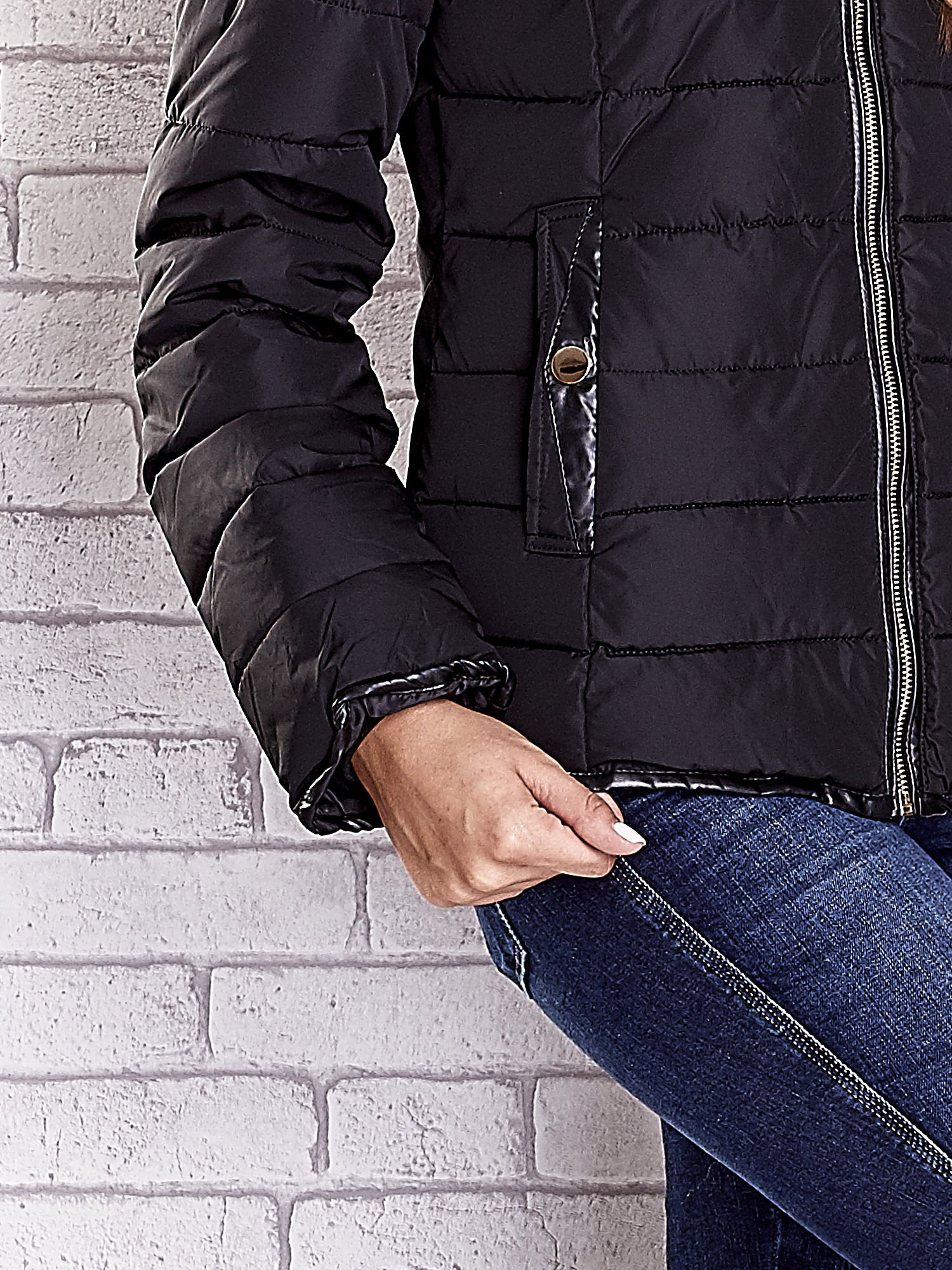 Czarna pikowana kurtka ze złotymi suwakami                                  zdj.                                  8
