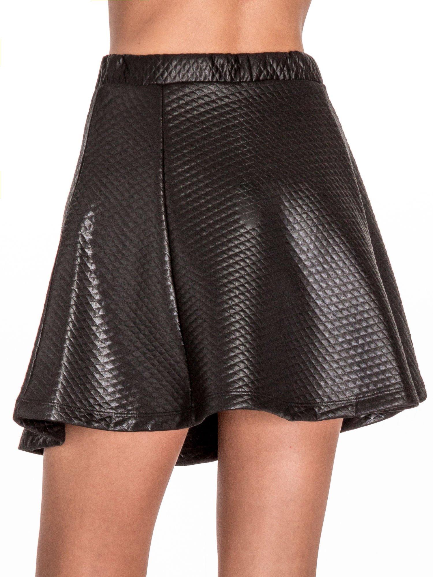Czarna pikowana spódnica mini ze skóry                                  zdj.                                  7