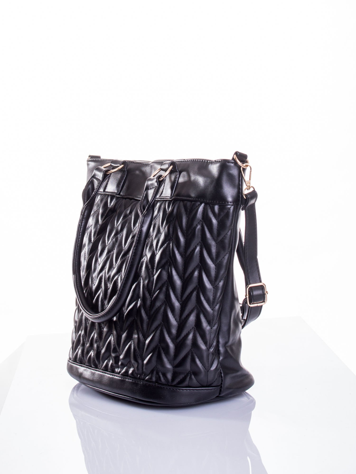 Czarna pikowana torba na ramię                                  zdj.                                  5