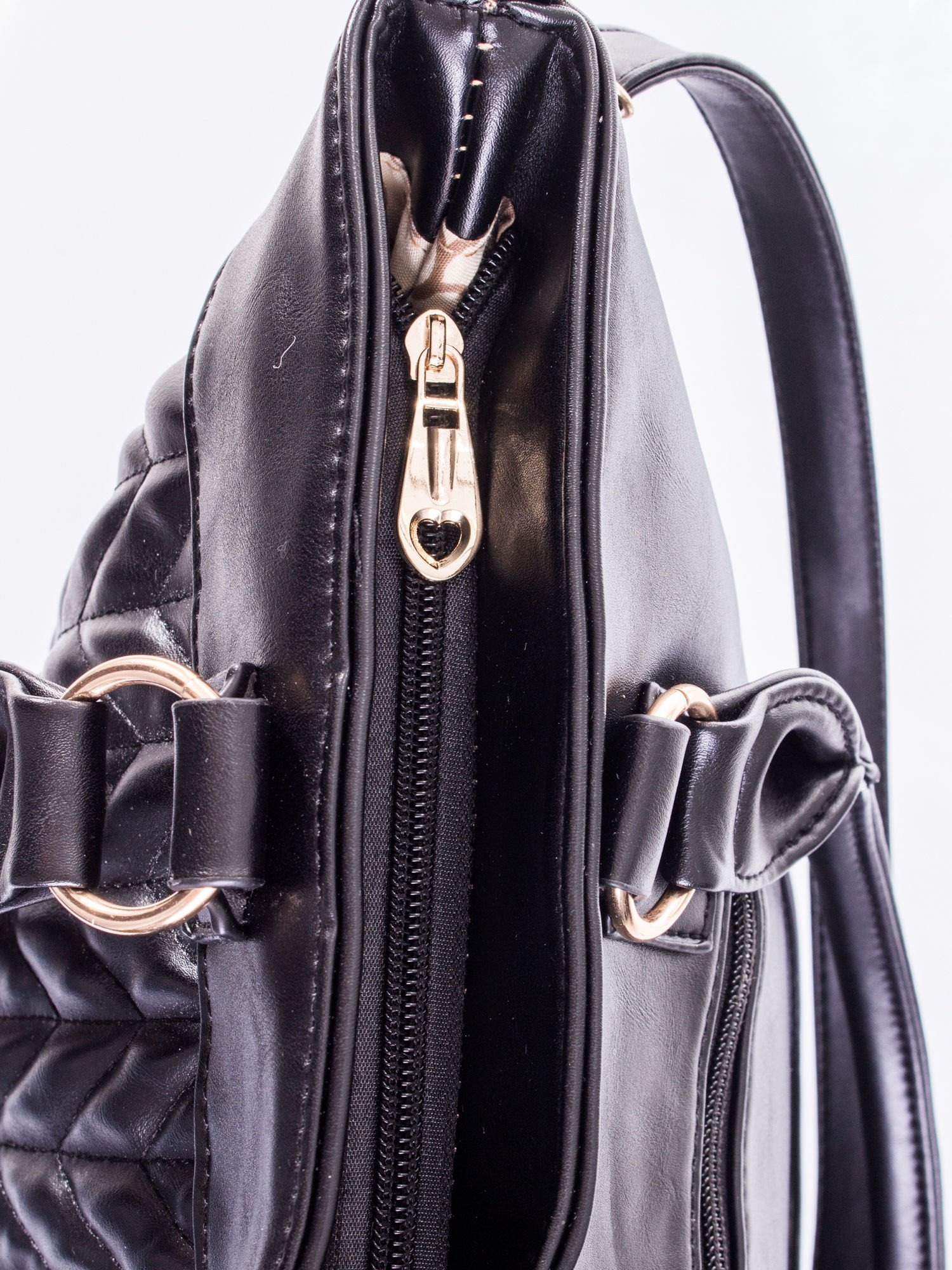 Czarna pikowana torba na ramię                                  zdj.                                  10