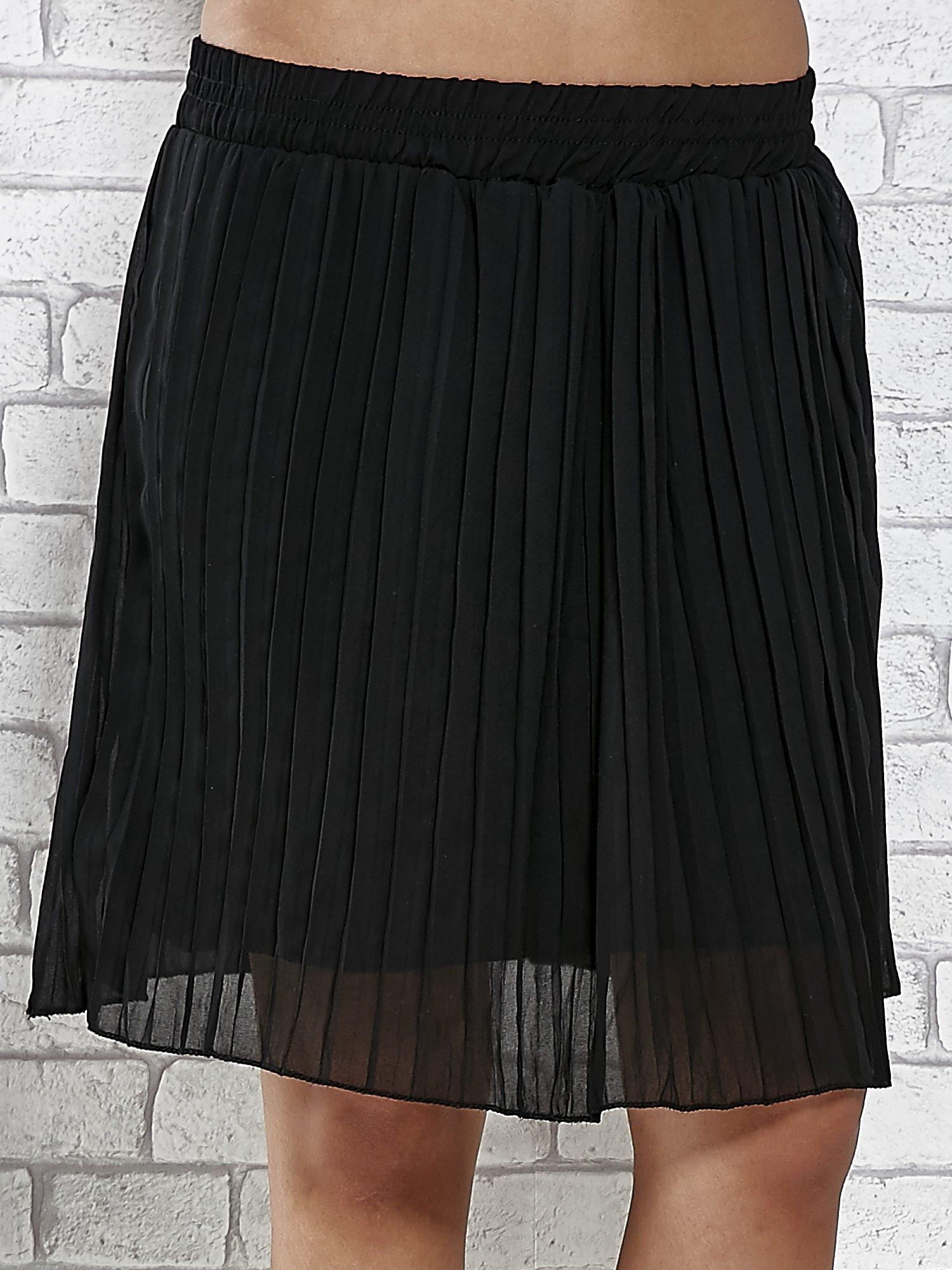 Czarna plisowana spódnica do kolan                                  zdj.                                  1