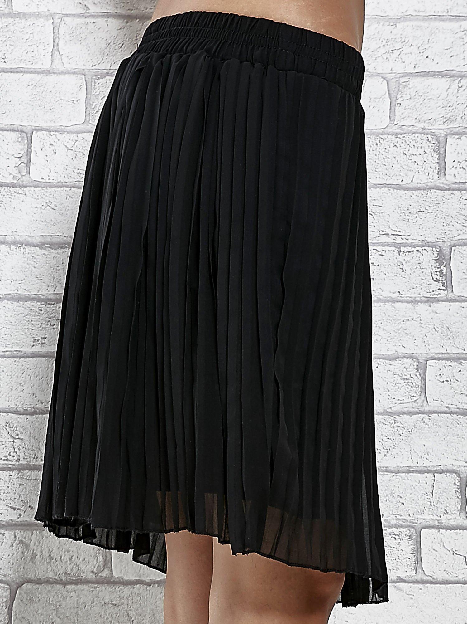 Czarna plisowana spódnica do kolan                                  zdj.                                  4