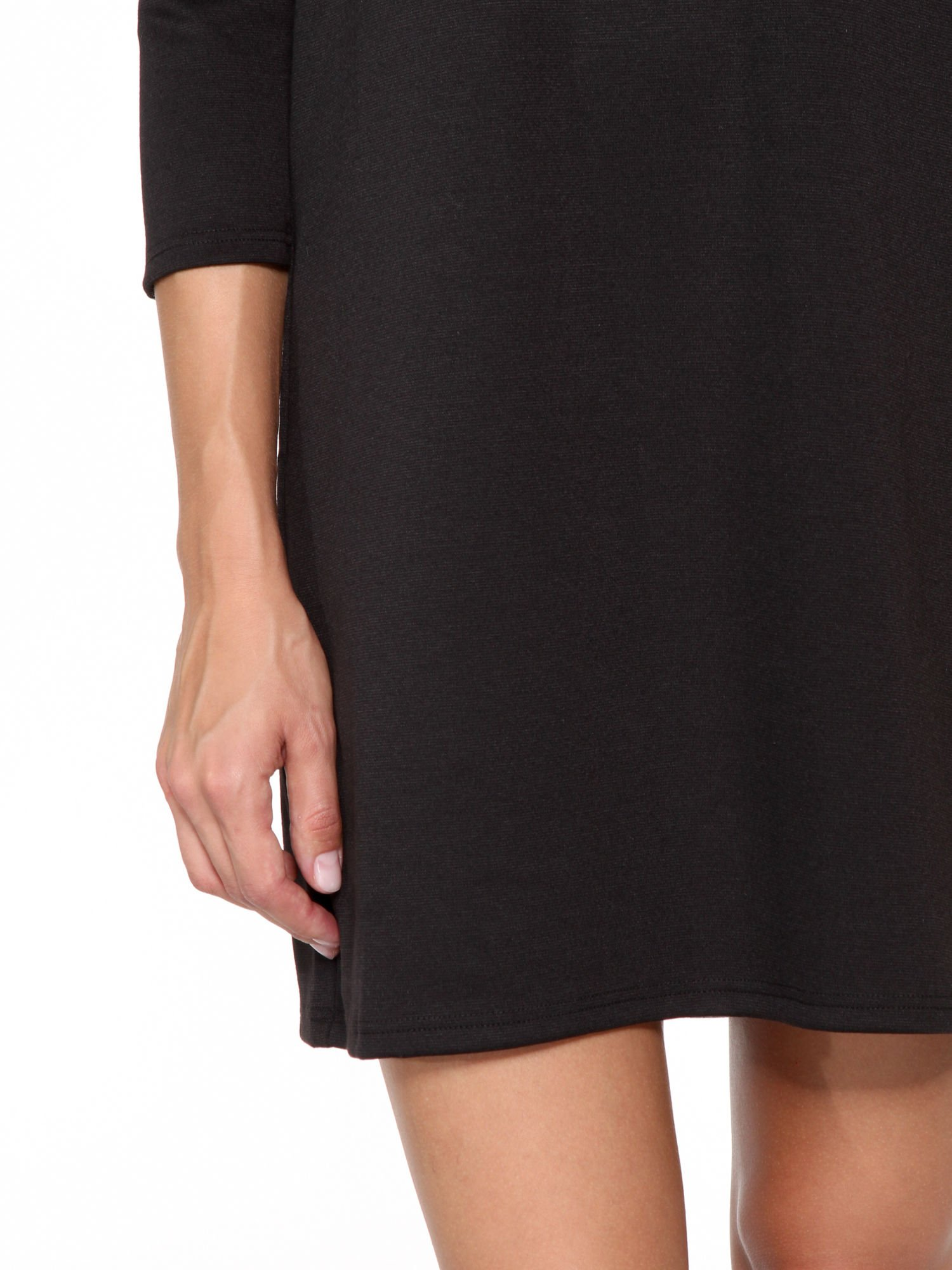 Czarna prosta sukienka z rękawami 3/4                                  zdj.                                  7
