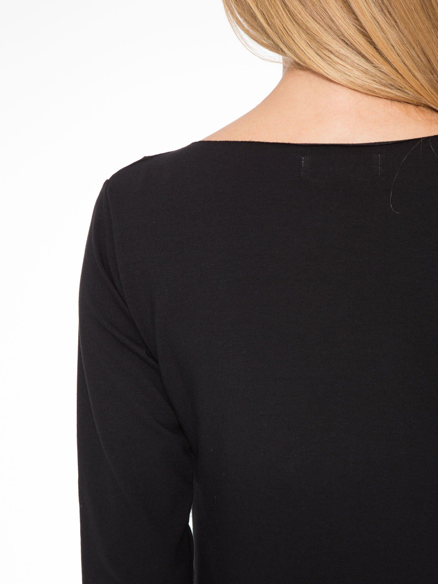 Czarna prosta sukienka z surowym wykończeniem i kieszeniami                                  zdj.                                  8