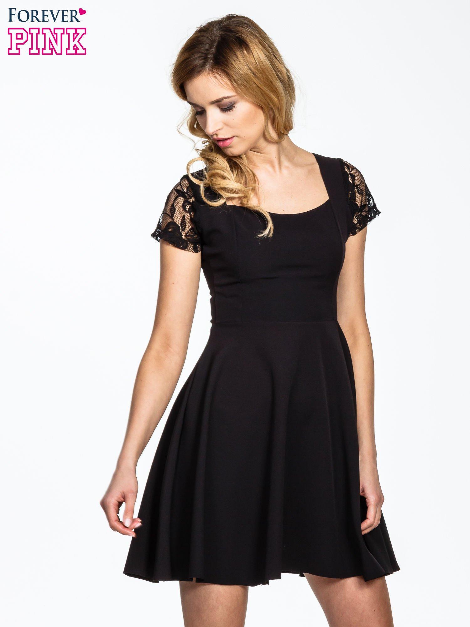 Czarna rozkloszowana sukienka z kwadratowym dekoltem                                  zdj.                                  1