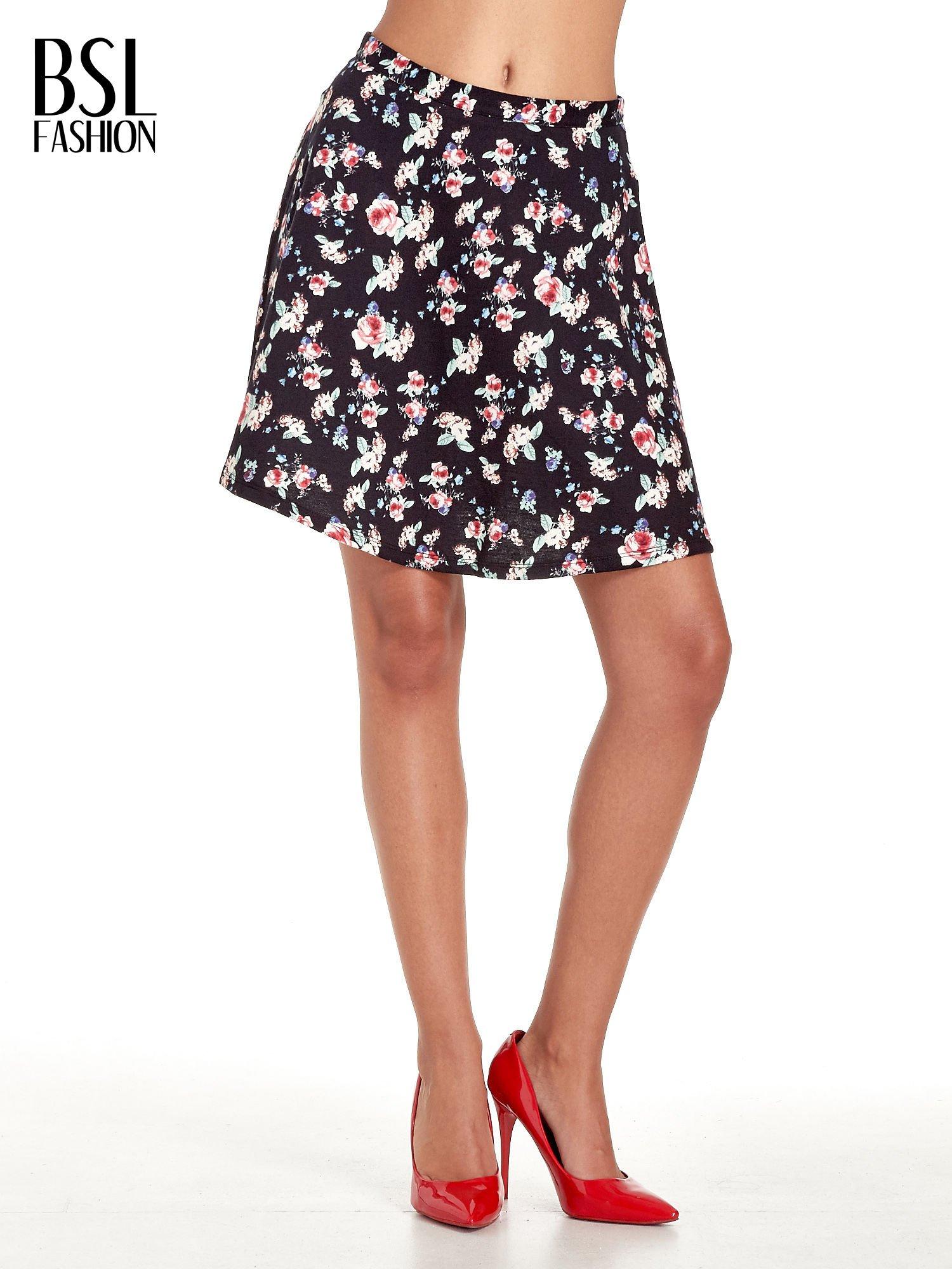 Czarna rozkloszowna mini spódniczka w łączkę                                  zdj.                                  1
