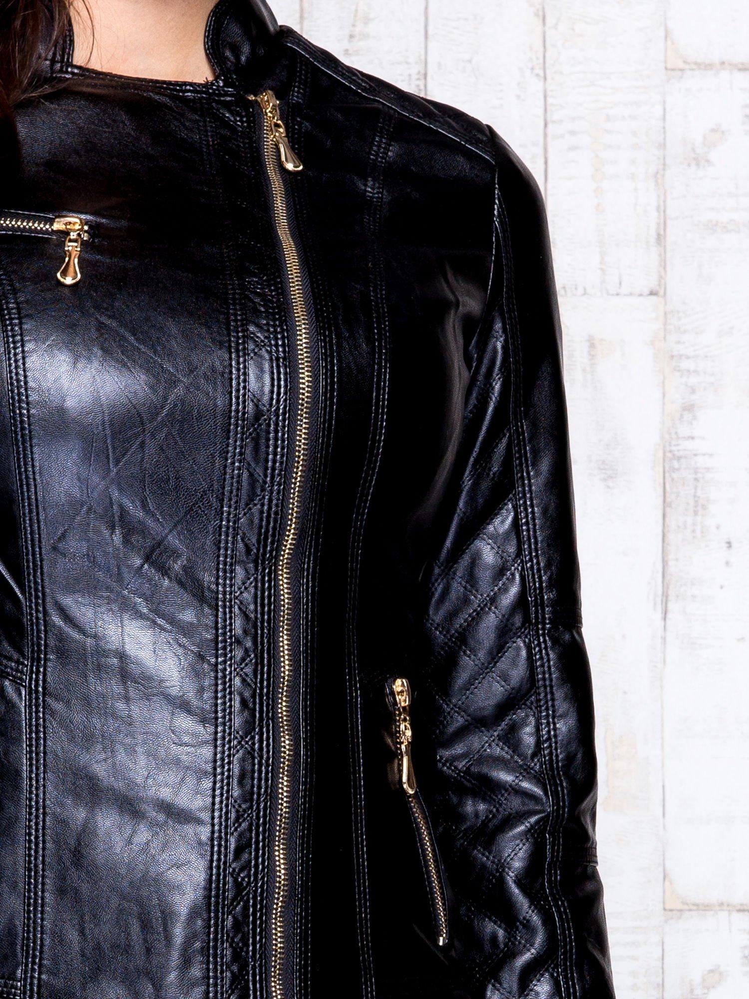 Czarna skórzana kurtka ramoneska z pikowanymi przeszyciami                                  zdj.                                  8