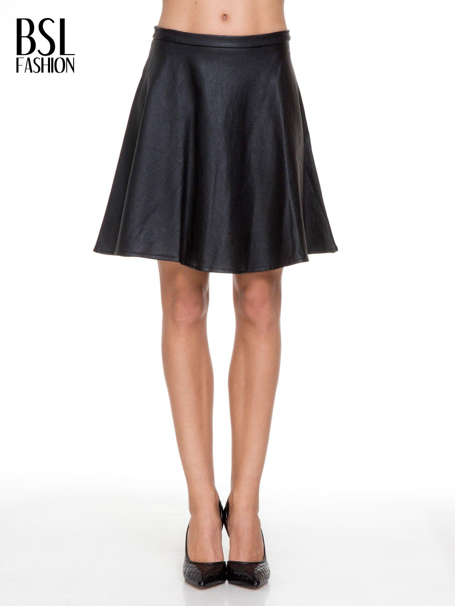 Czarna skórzana spódniczka przed kolano                                  zdj.                                  1