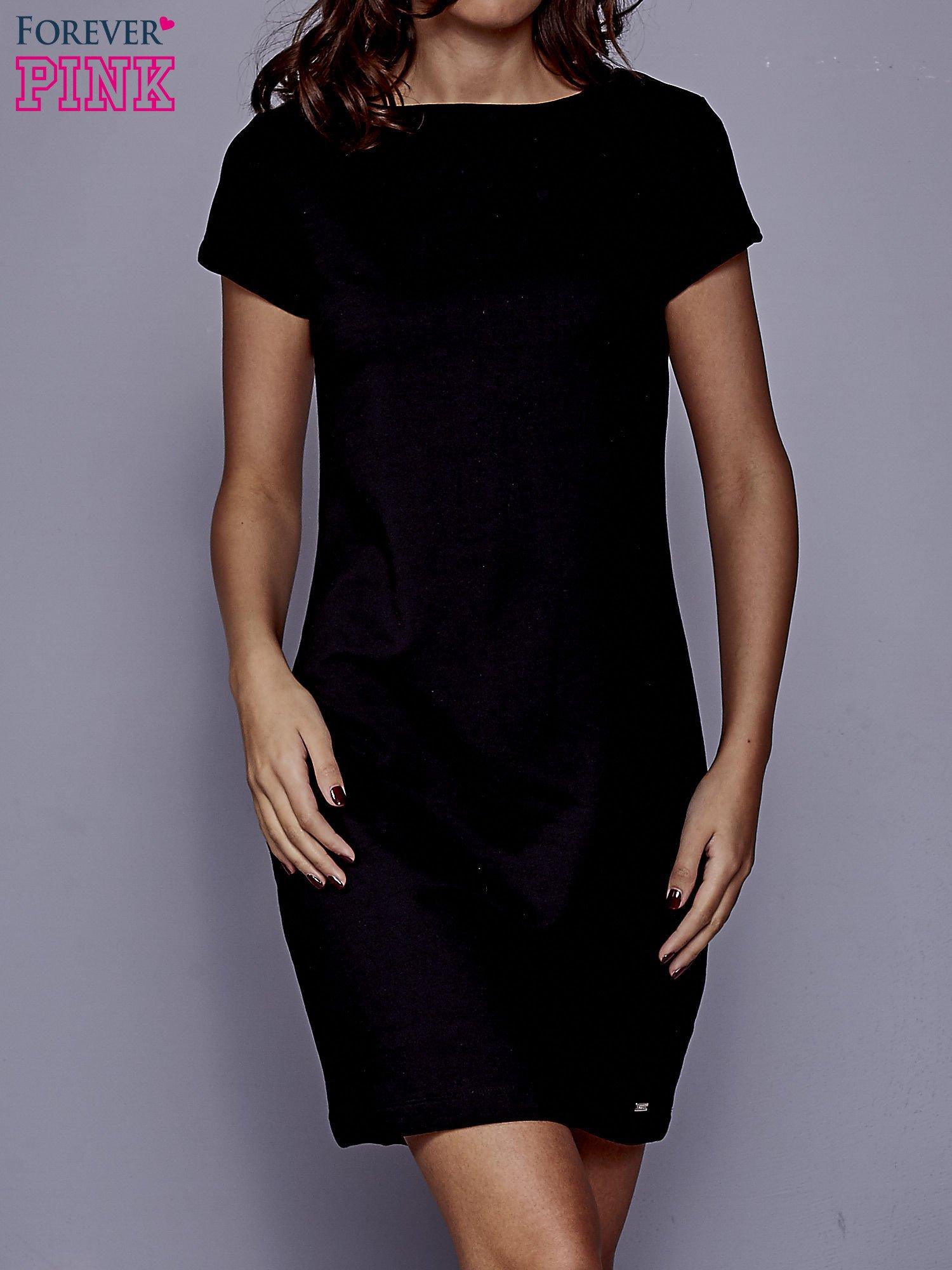 Czarna sukienka dresowa o prostym kroju                                  zdj.                                  1