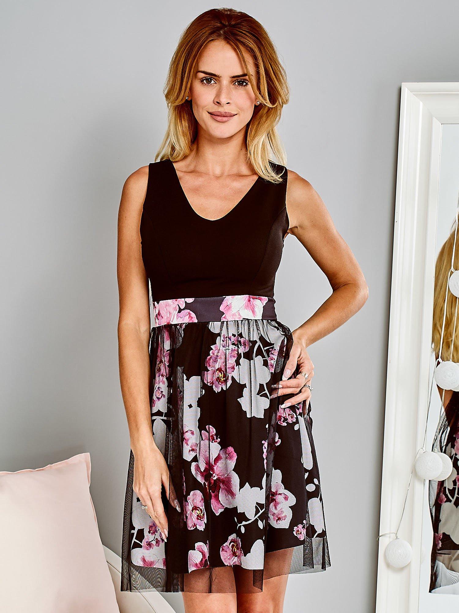 6ab0c8e1fb Czarna sukienka koktajlowa z kwiatową spódnicą i tiulem - Sukienka ...