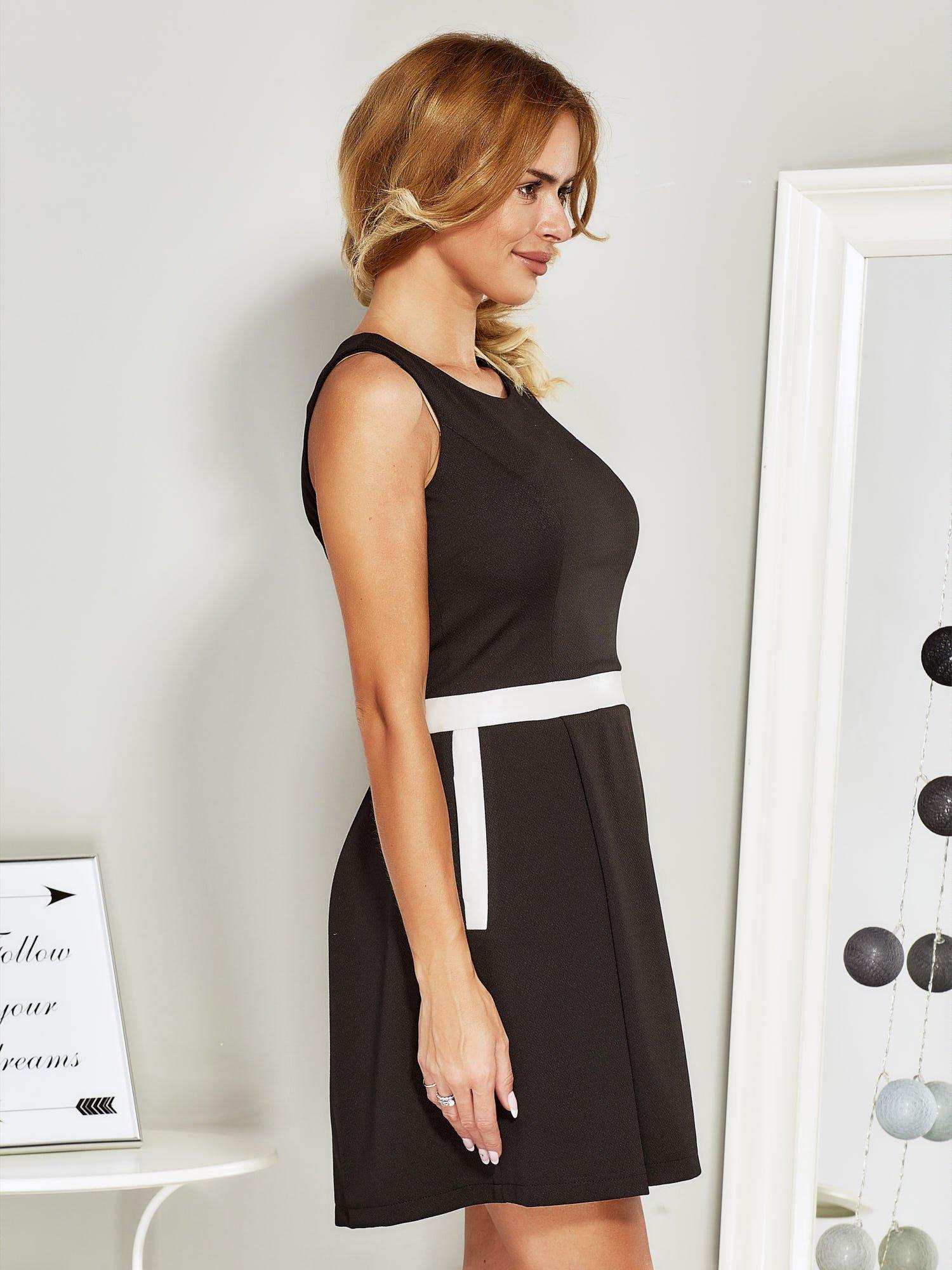 7bd74bf4a5 Czarna sukienka koktajlowa ze skórzaną wstawką - Sukienka koktajlowa ...
