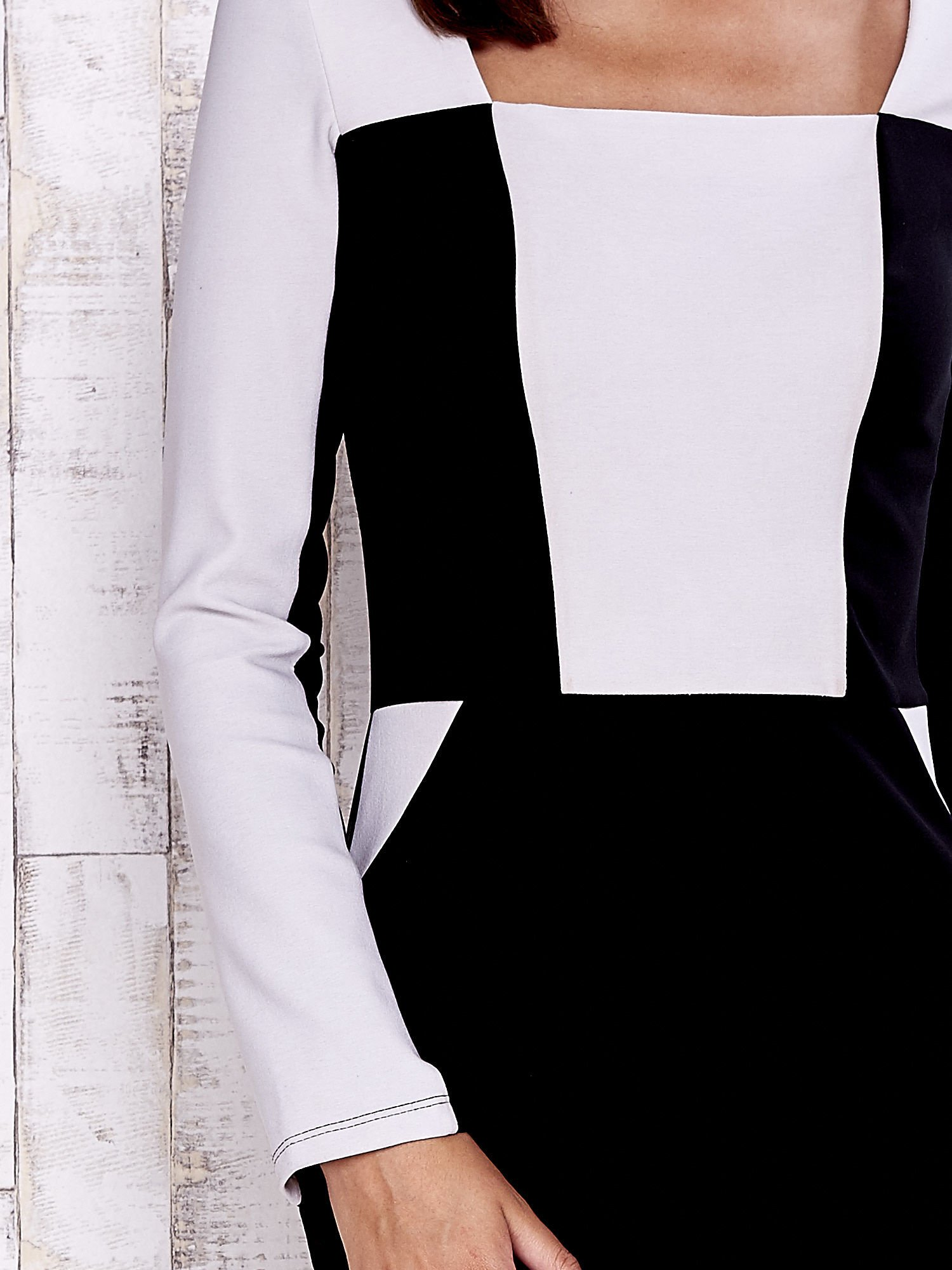 Czarna sukienka two tone z kwadratowym dekoltem                                  zdj.                                  6