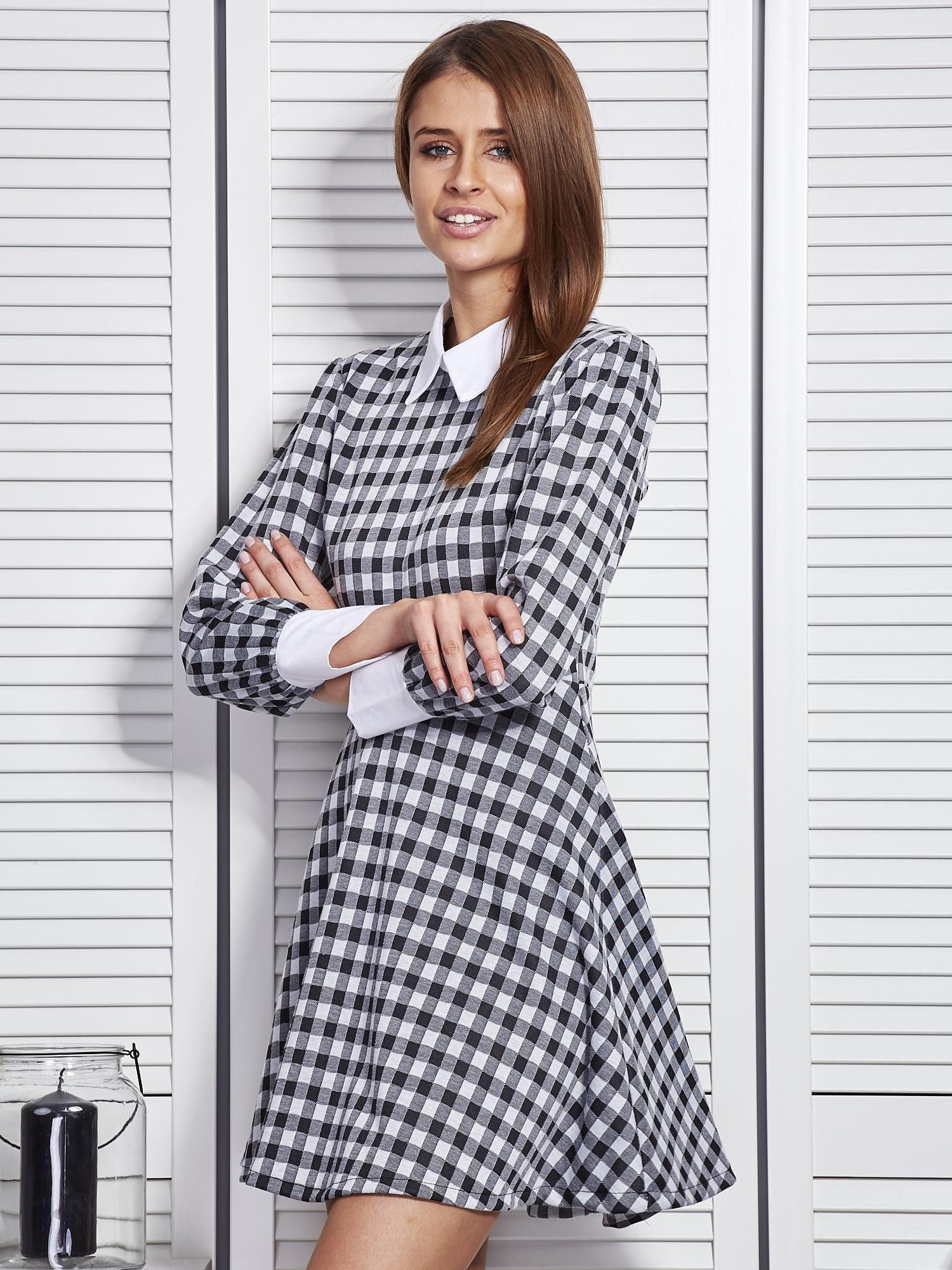318fd1c18f Czarna sukienka w kratę z kołnierzykiem - Sukienka rozkloszowana - sklep  eButik.pl