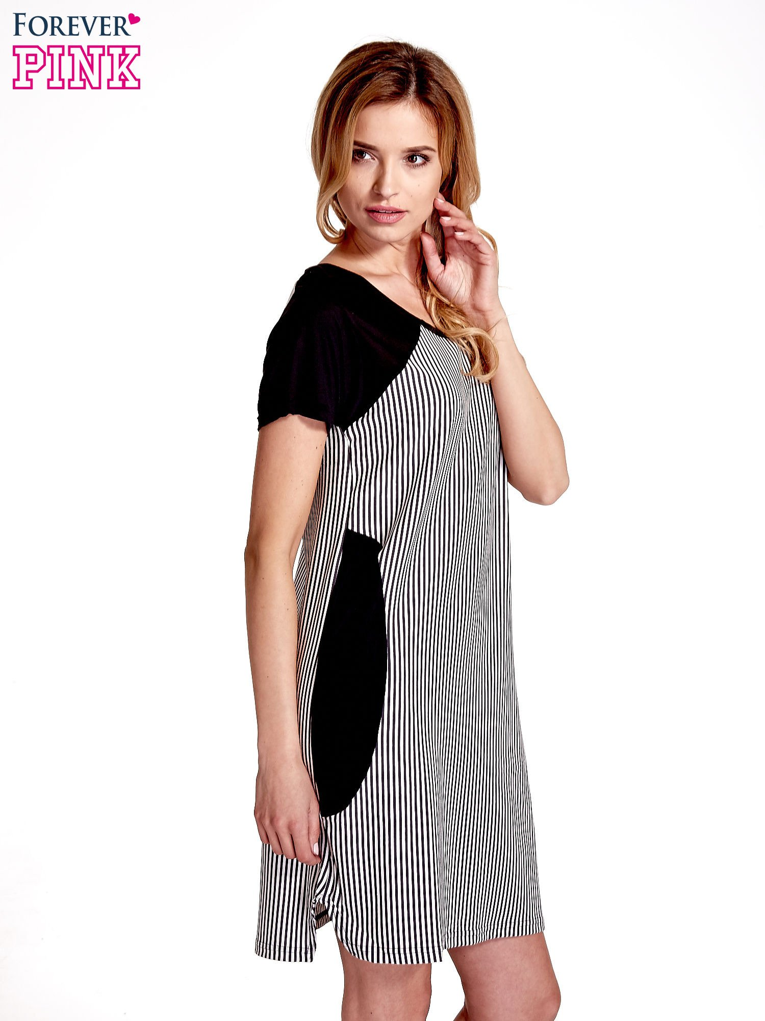 Czarna sukienka w pionowe drobne paski                                  zdj.                                  3