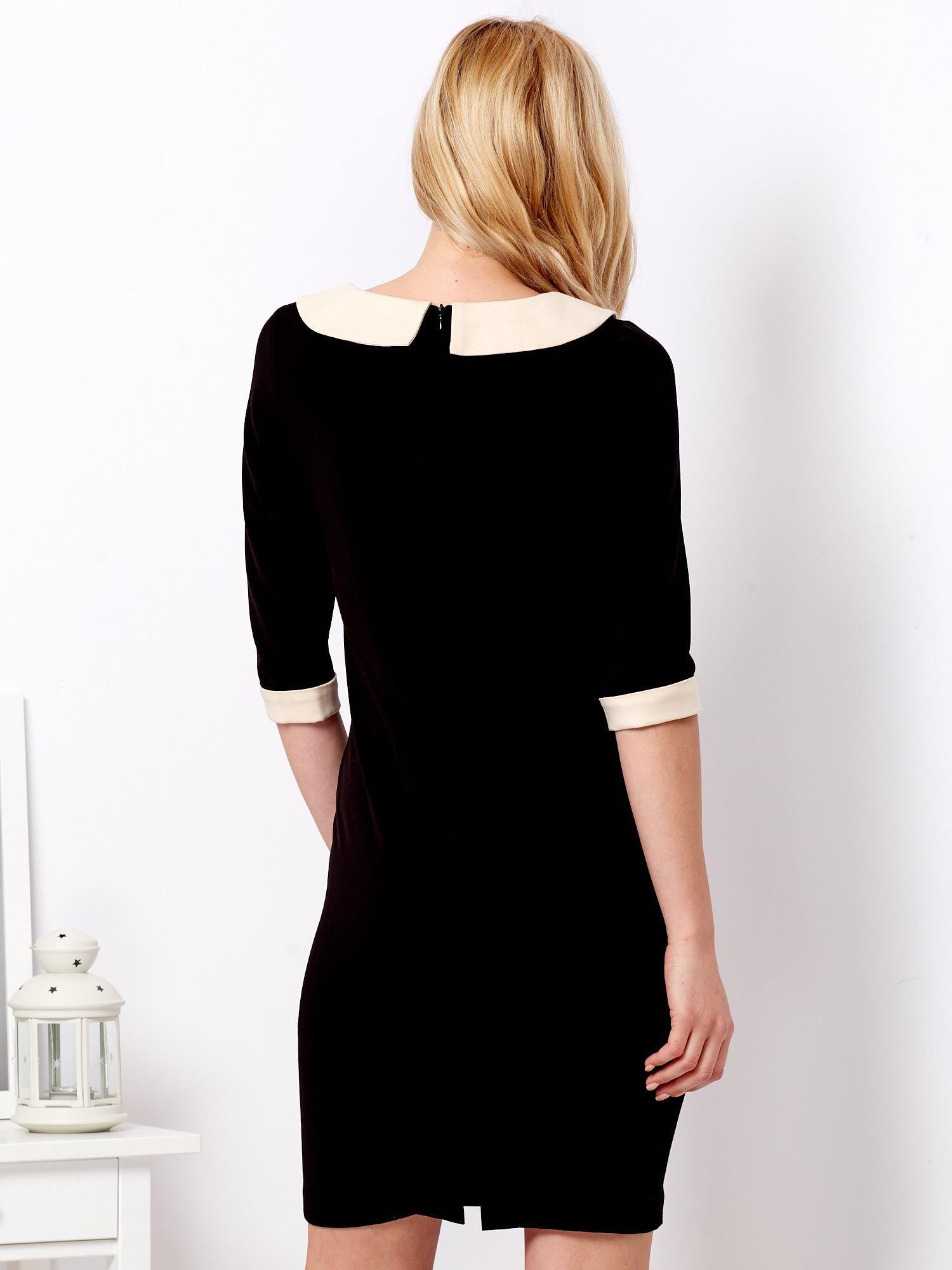 534b8c8f27 Czarna sukienka z jasnobeżowym kołnierzykiem - Sukienka dzianinowa ...