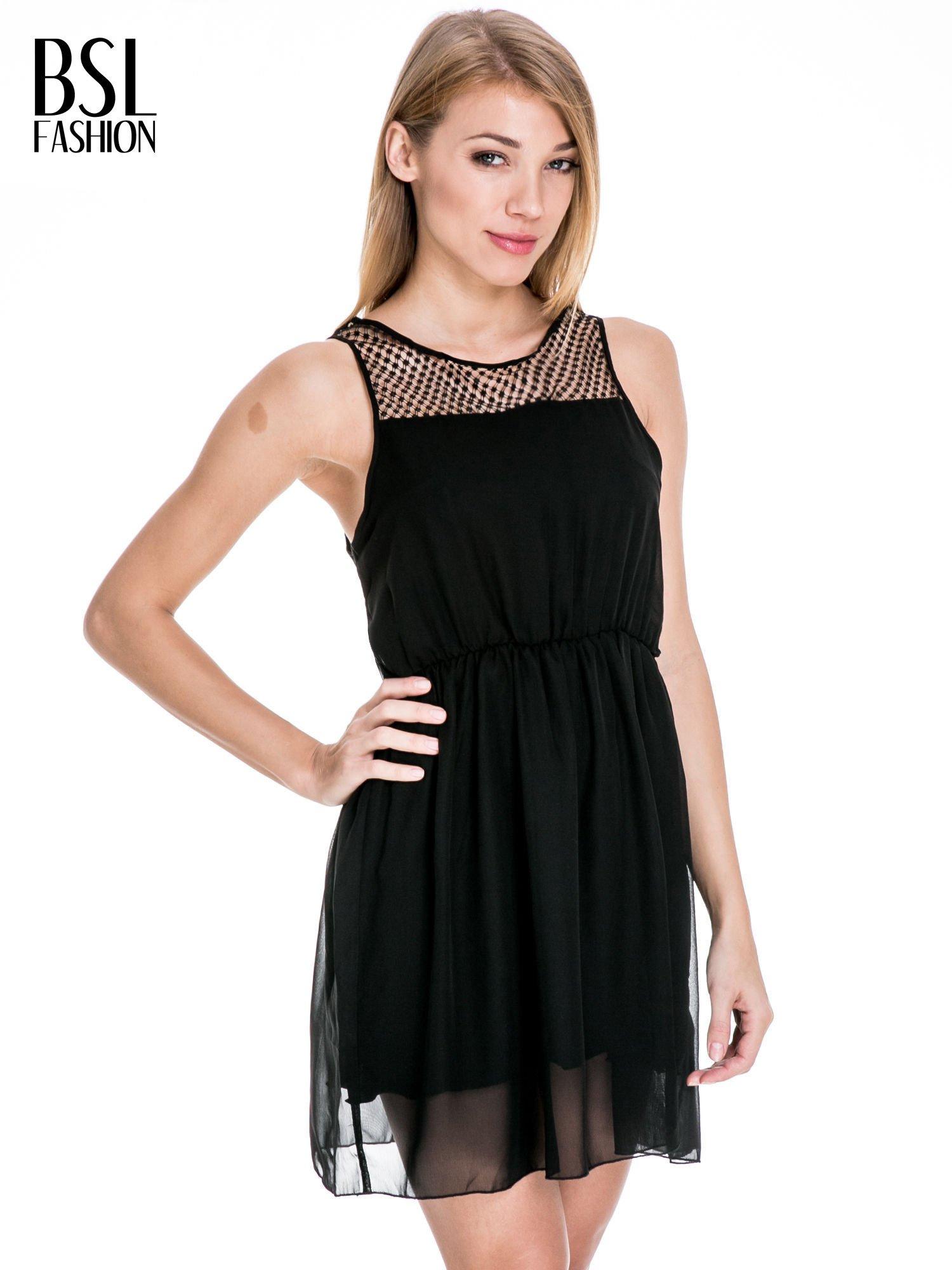 Czarna sukienka z koronkowym karczkiem                                  zdj.                                  1