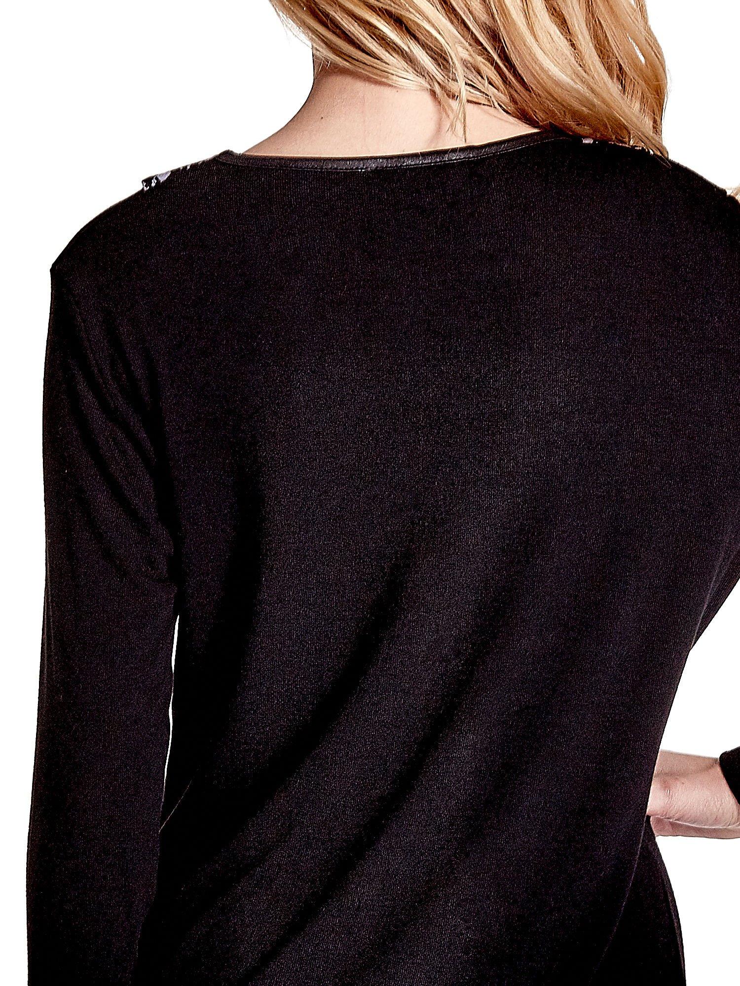 Czarna sukienka z nadrukiem pepitki                                  zdj.                                  6