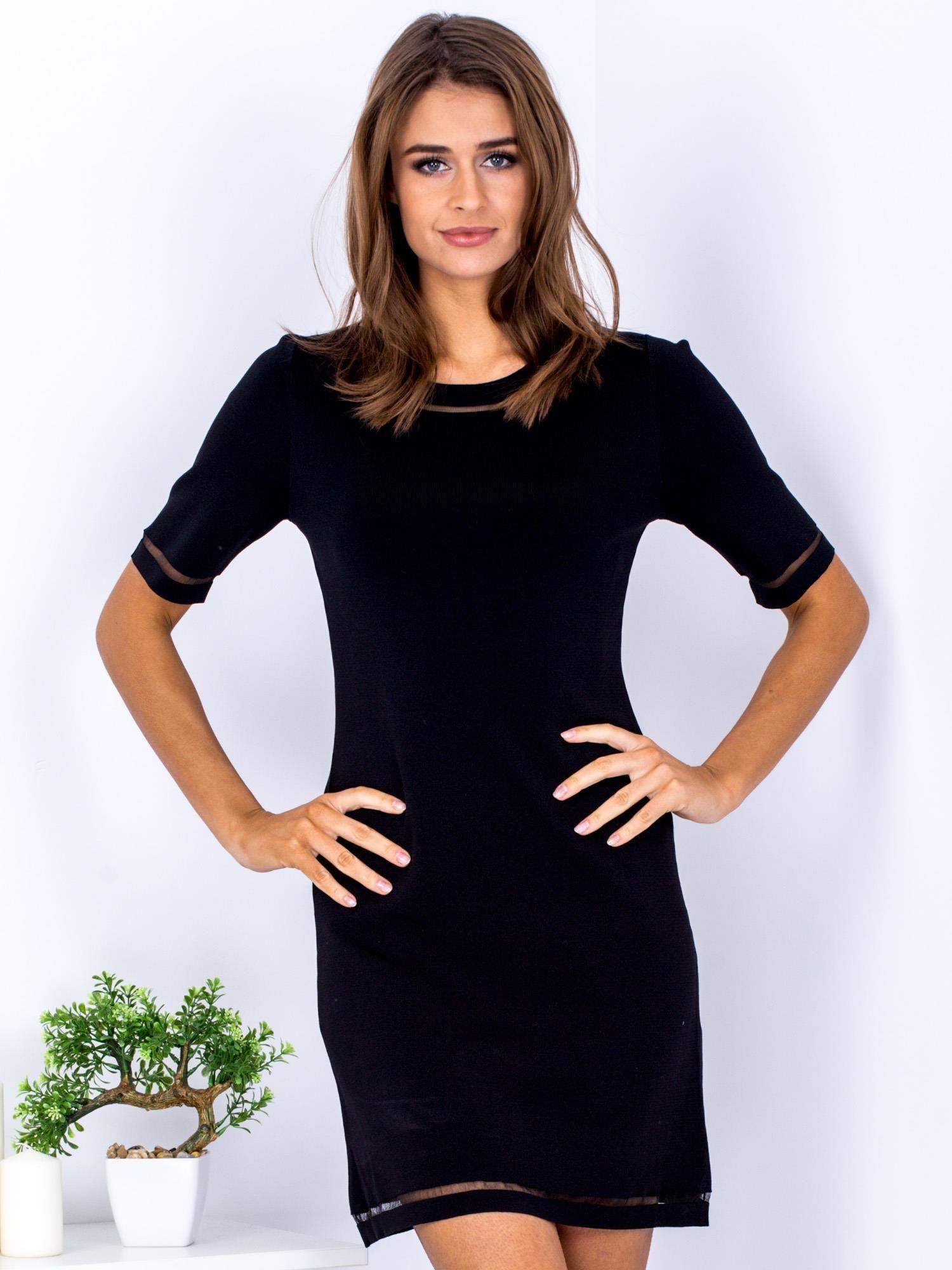 Czarna sukienka z transparentnymi wstawkami
