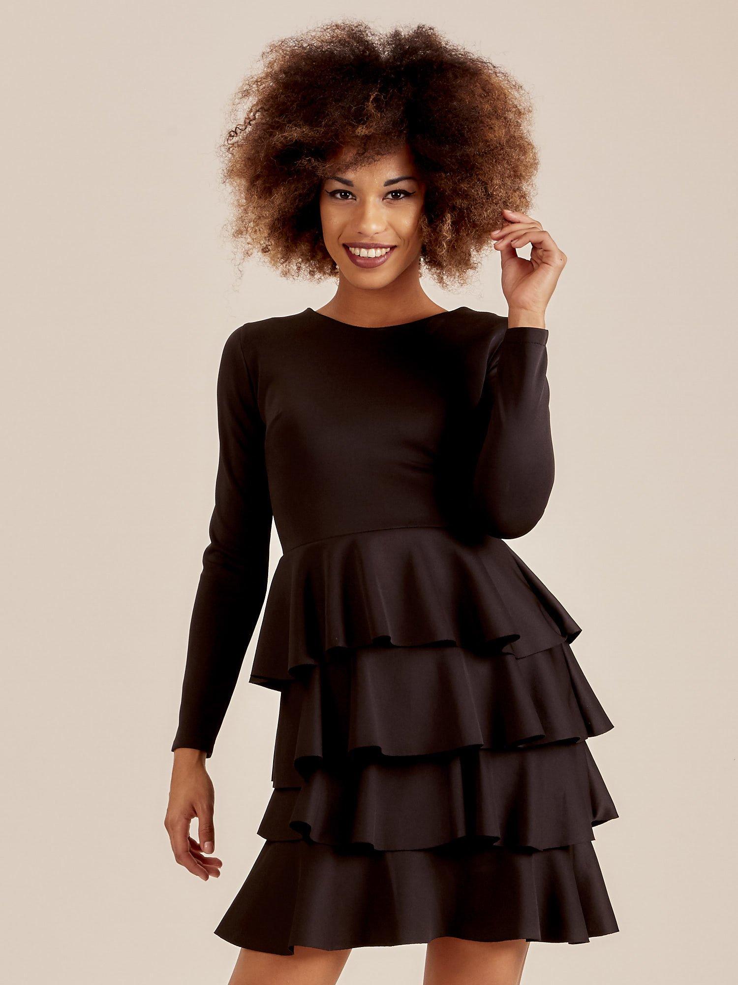 90d5c4f08d Czarna sukienka z warstwowymi falbanami - Sukienka koktajlowa - sklep  eButik.pl