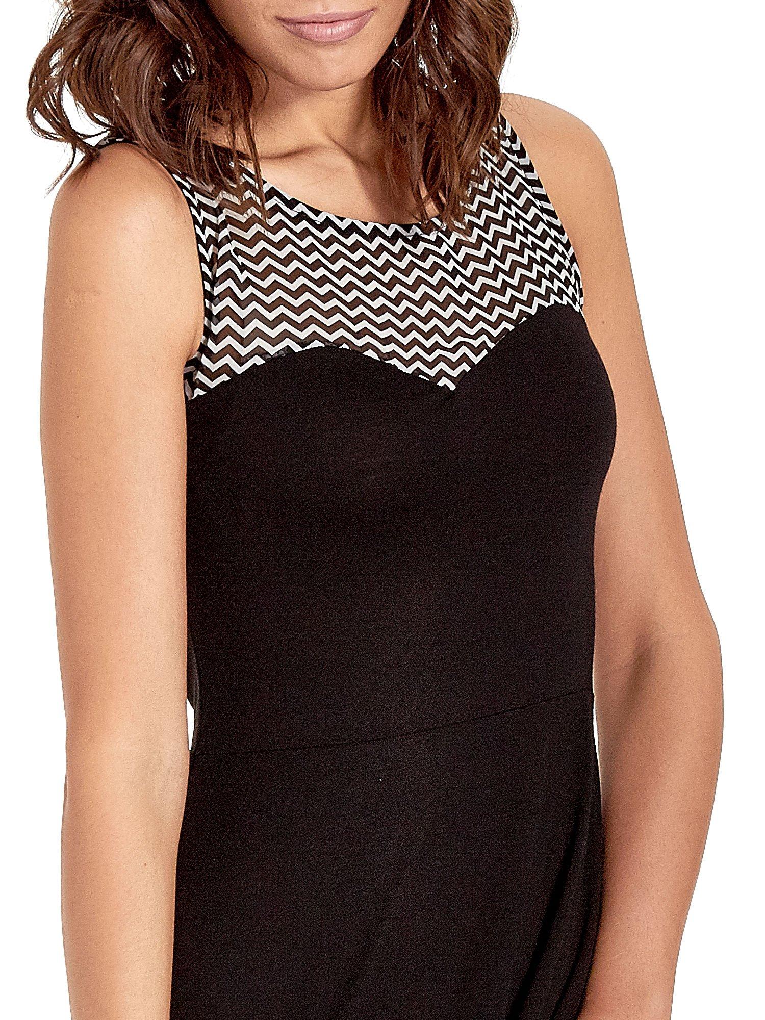 Czarna sukienka z wzorzystą wstawką na górze i falbaną                                  zdj.                                  5