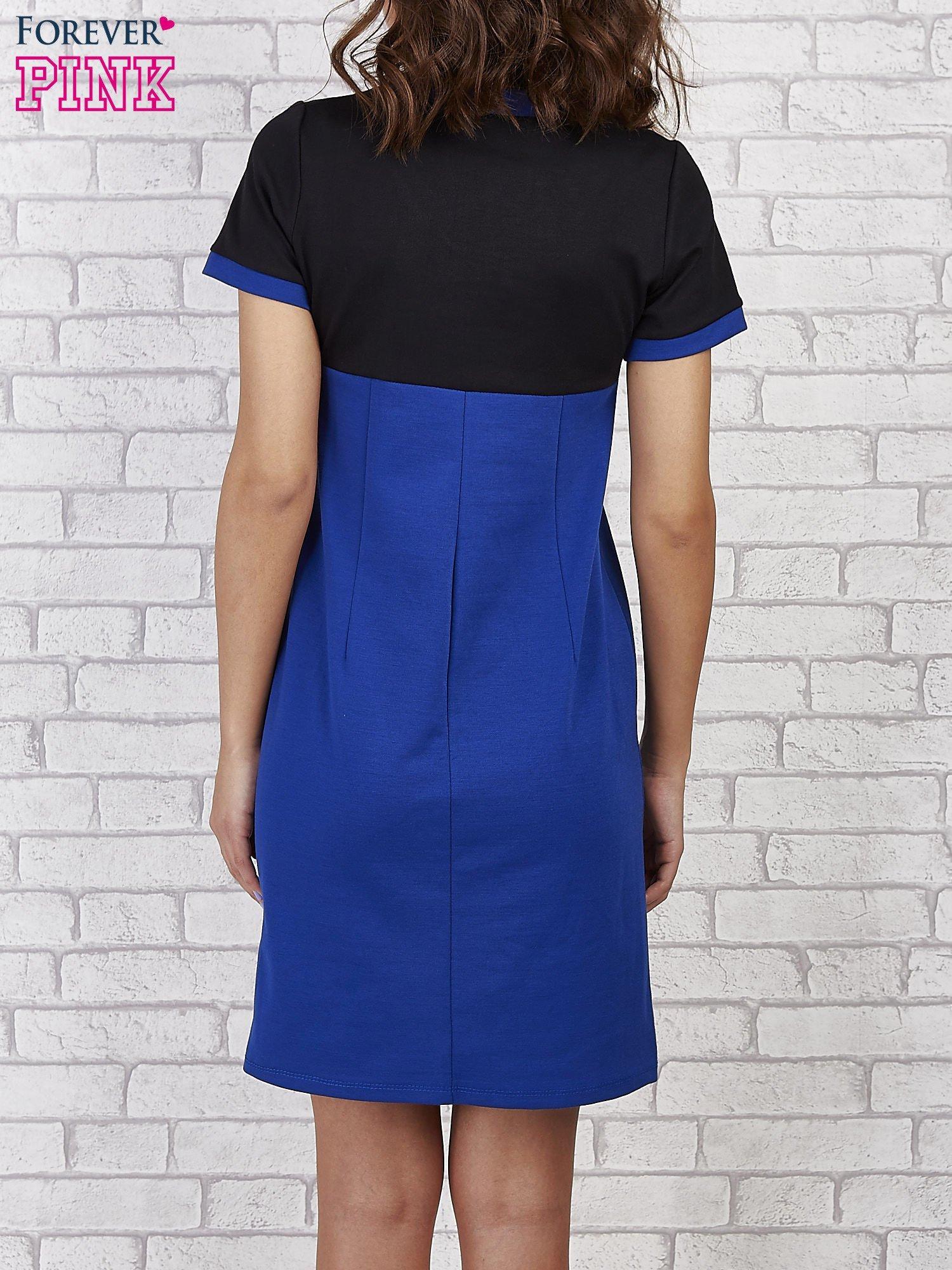 Czarna sukienka ze złotymi guzikami                                  zdj.                                  2