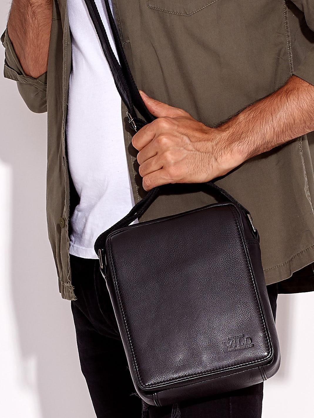 fd0aa577686e2 Czarna torba męska skórzana z klapką - Mężczyźni Torba męska - sklep ...
