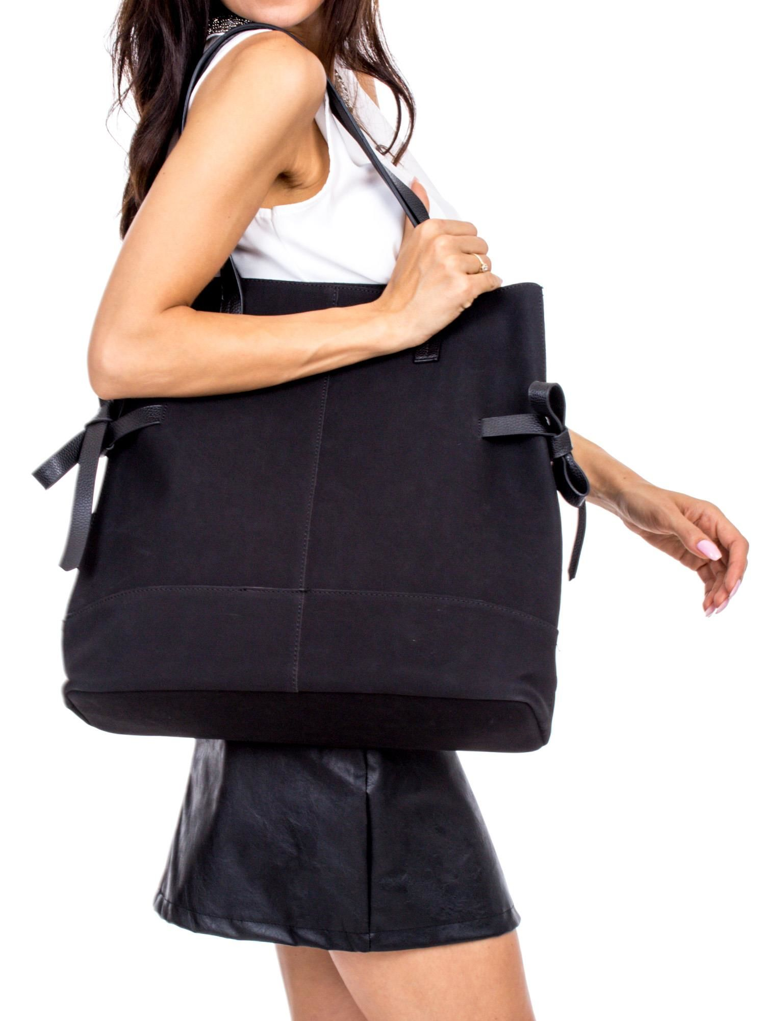 6af0081868ea8 Czarna torba miejska z kokardkami - Akcesoria torba - sklep eButik.pl