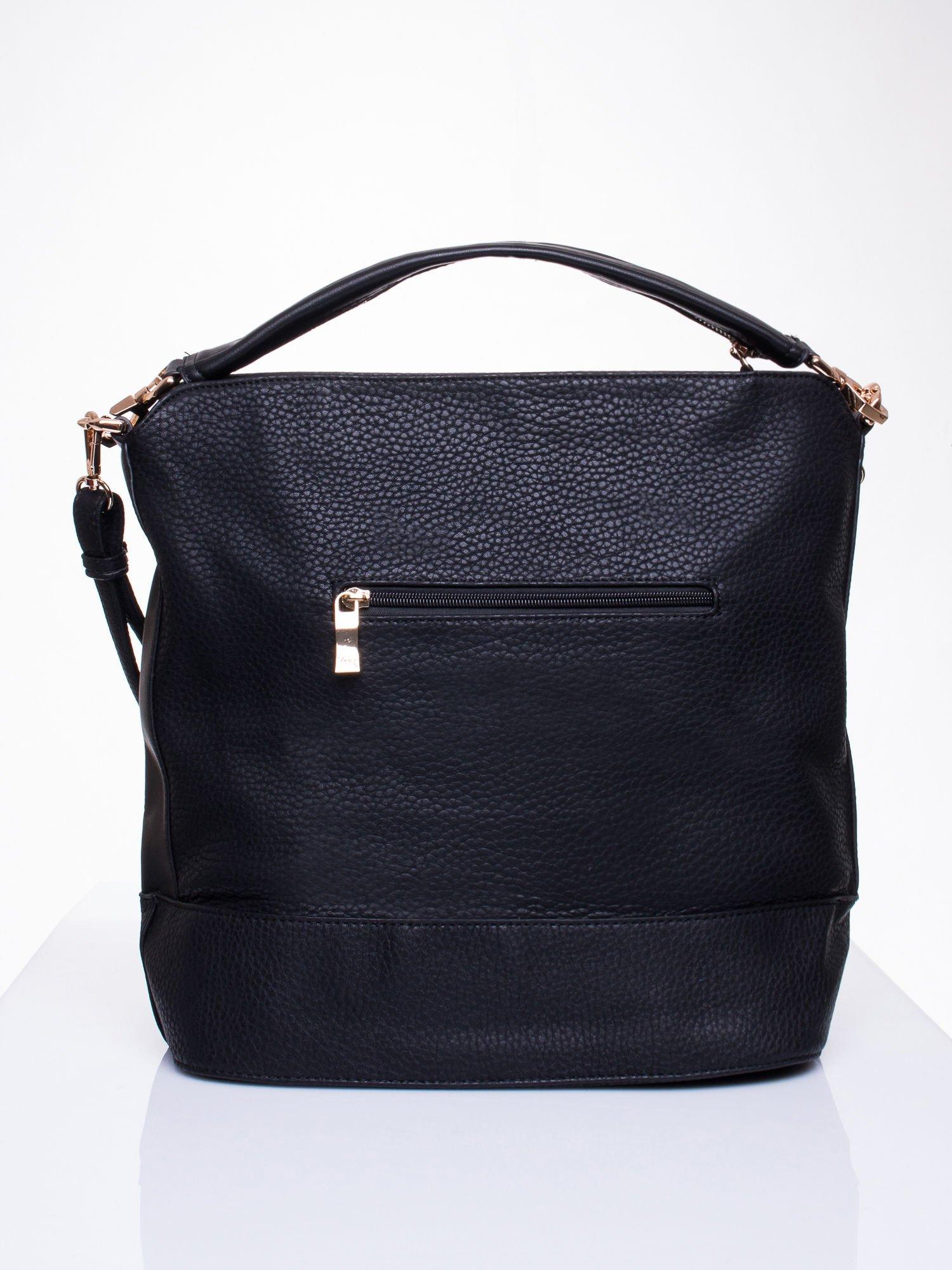 Czarna torba na ramię z ozdobnymi suwakami                                  zdj.                                  2