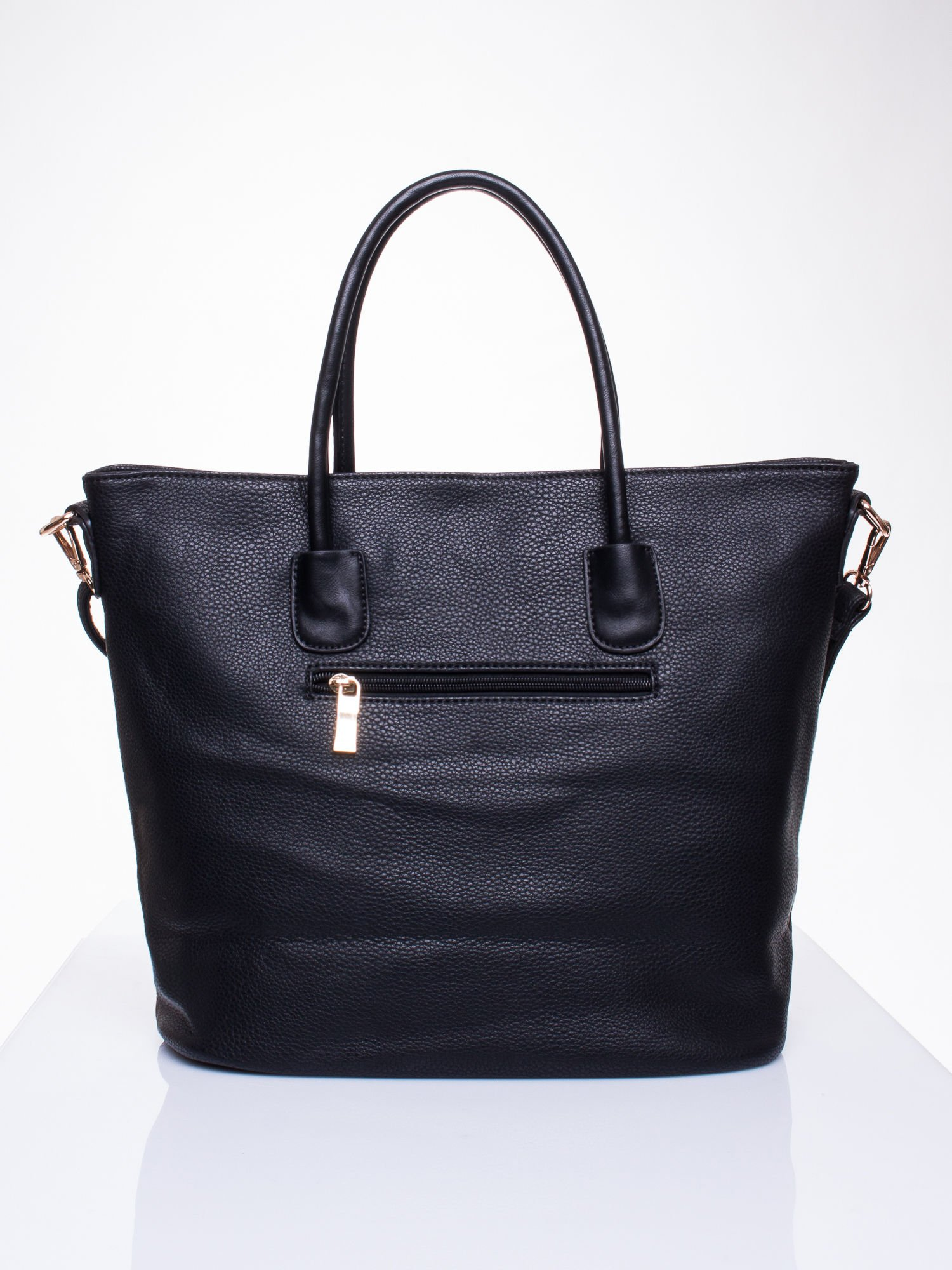 Czarna torba z ozdobnymi suwakami na dole                                  zdj.                                  2