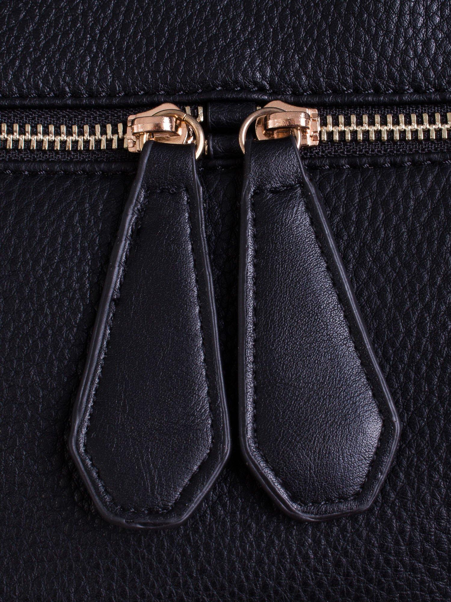 Czarna torba z ozdobnymi suwakami na dole                                  zdj.                                  5