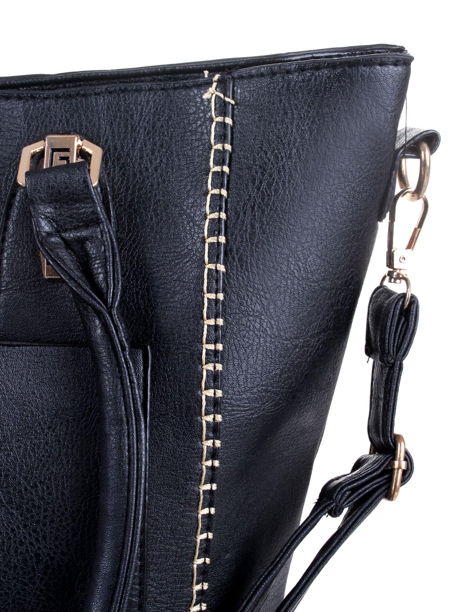 Czarna torba z tłoczonej skóry ze złotymi detalami                                  zdj.                                  9