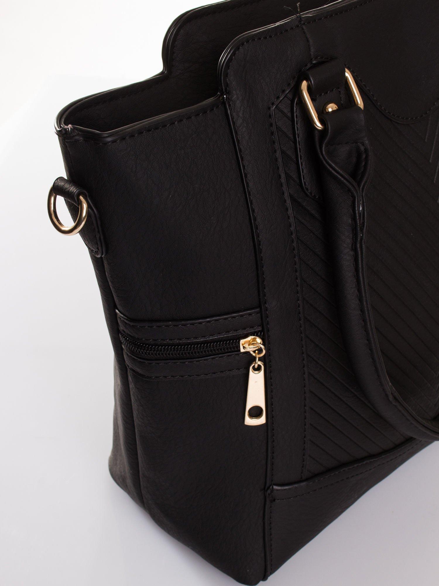 Czarna torba ze złotymi wykończeniami                                  zdj.                                  5