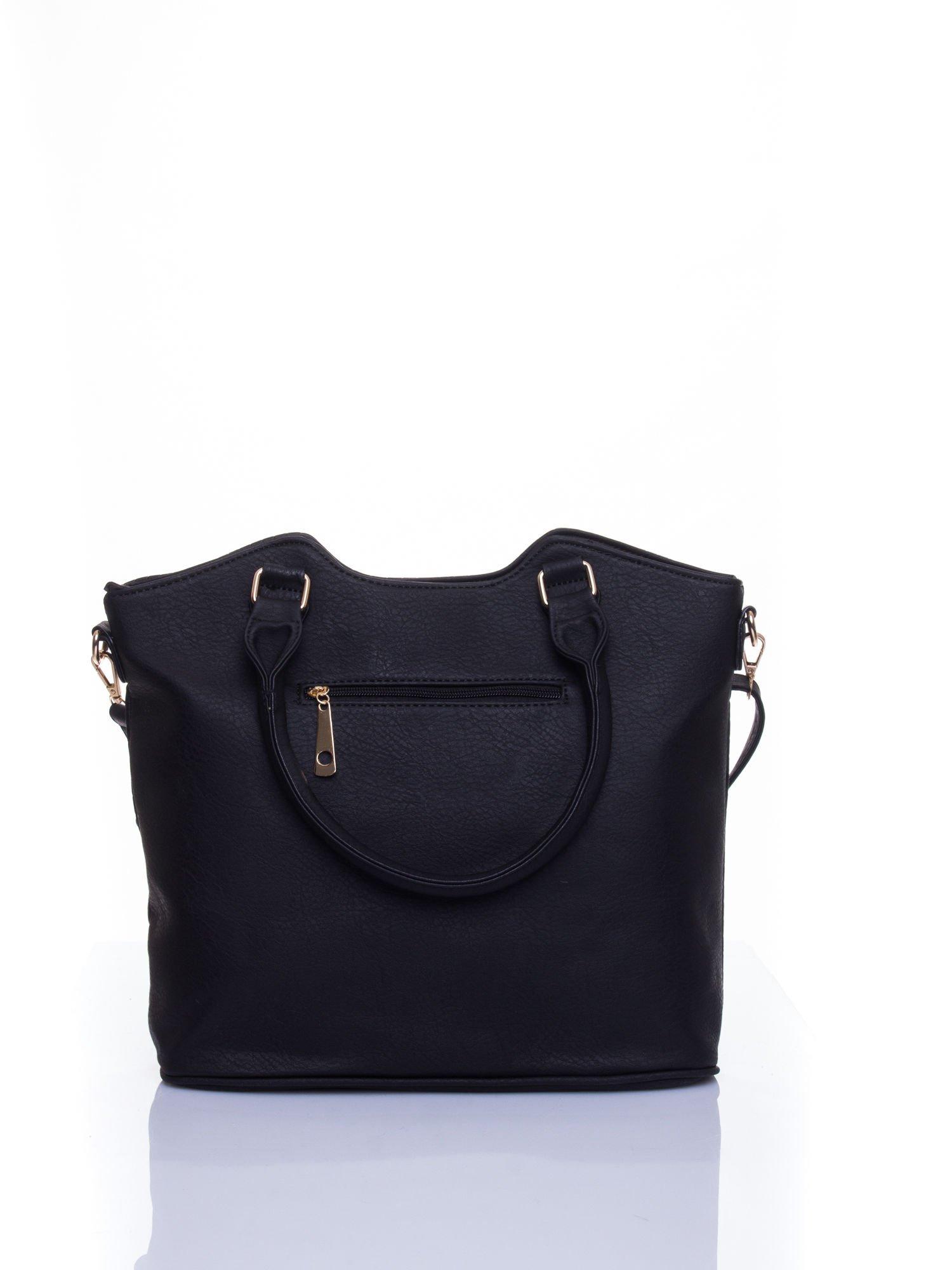 Czarna torebka fakturowana w pasy                                   zdj.                                  3