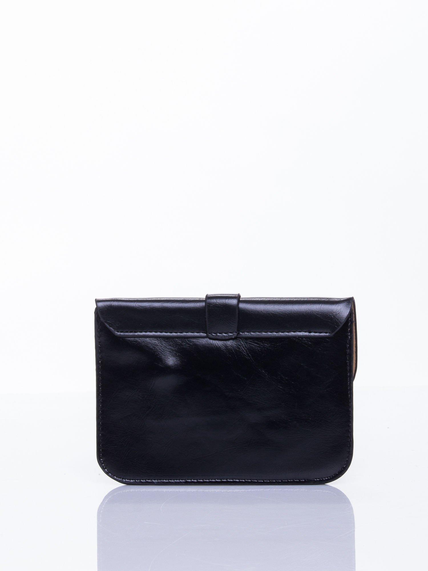 Czarna torebka listonoszka z klapką                                  zdj.                                  3