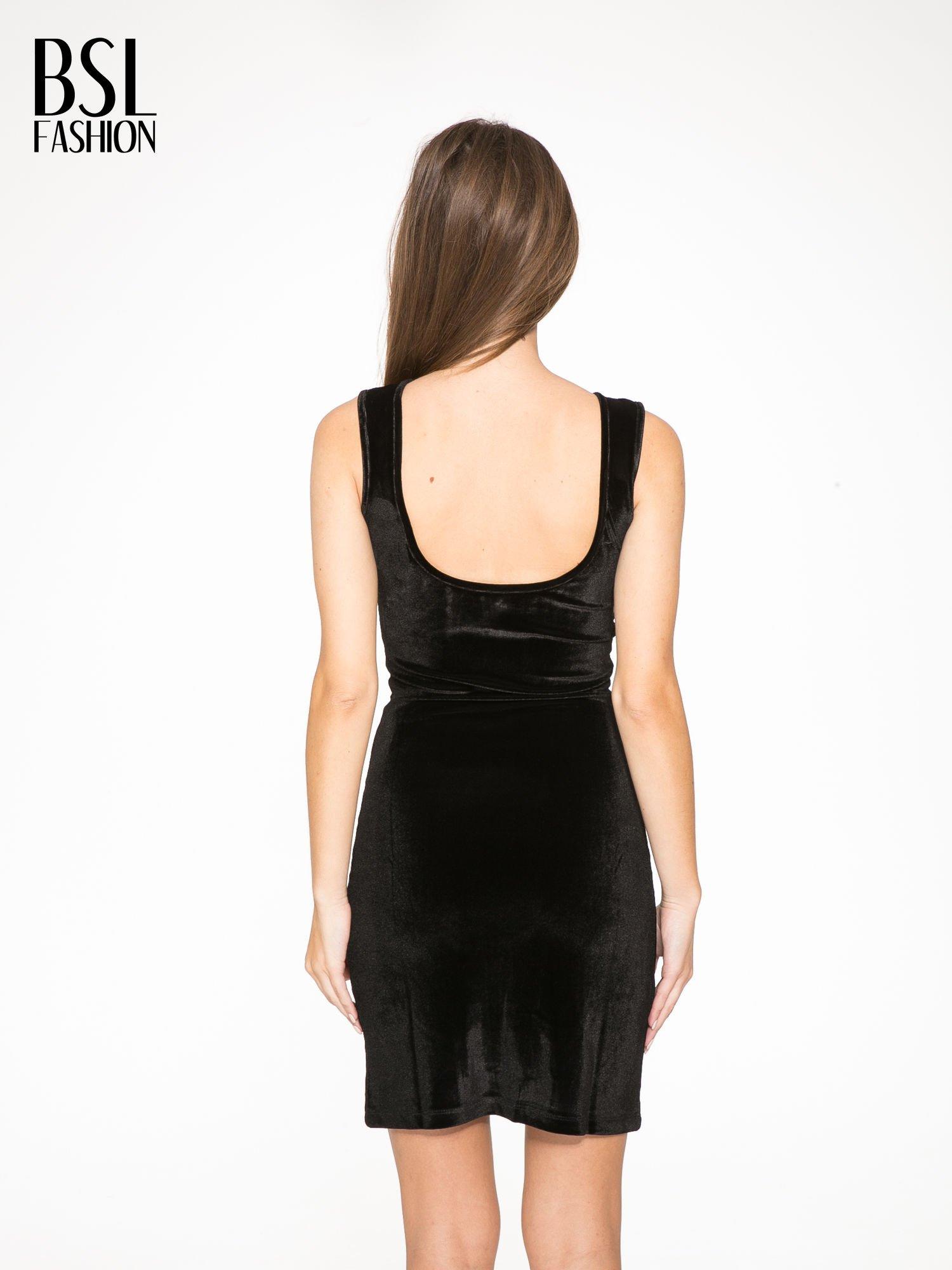 Czarna welurowa sukienka z głębokim tiulowym dekoltem                                  zdj.                                  4