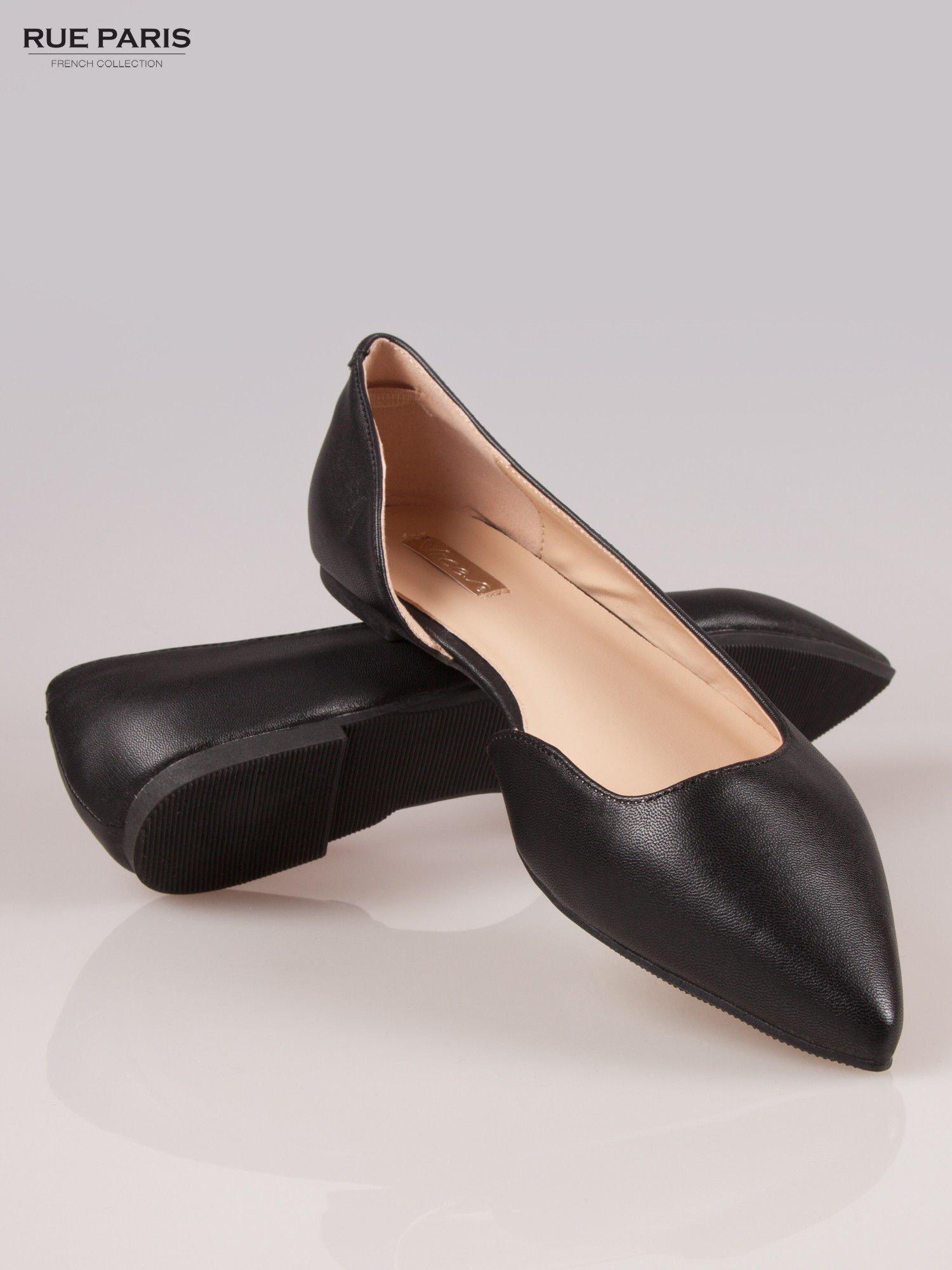 Czarne baleriny faux leather Cookie w szpic z wycięciem z boku                                  zdj.                                  4