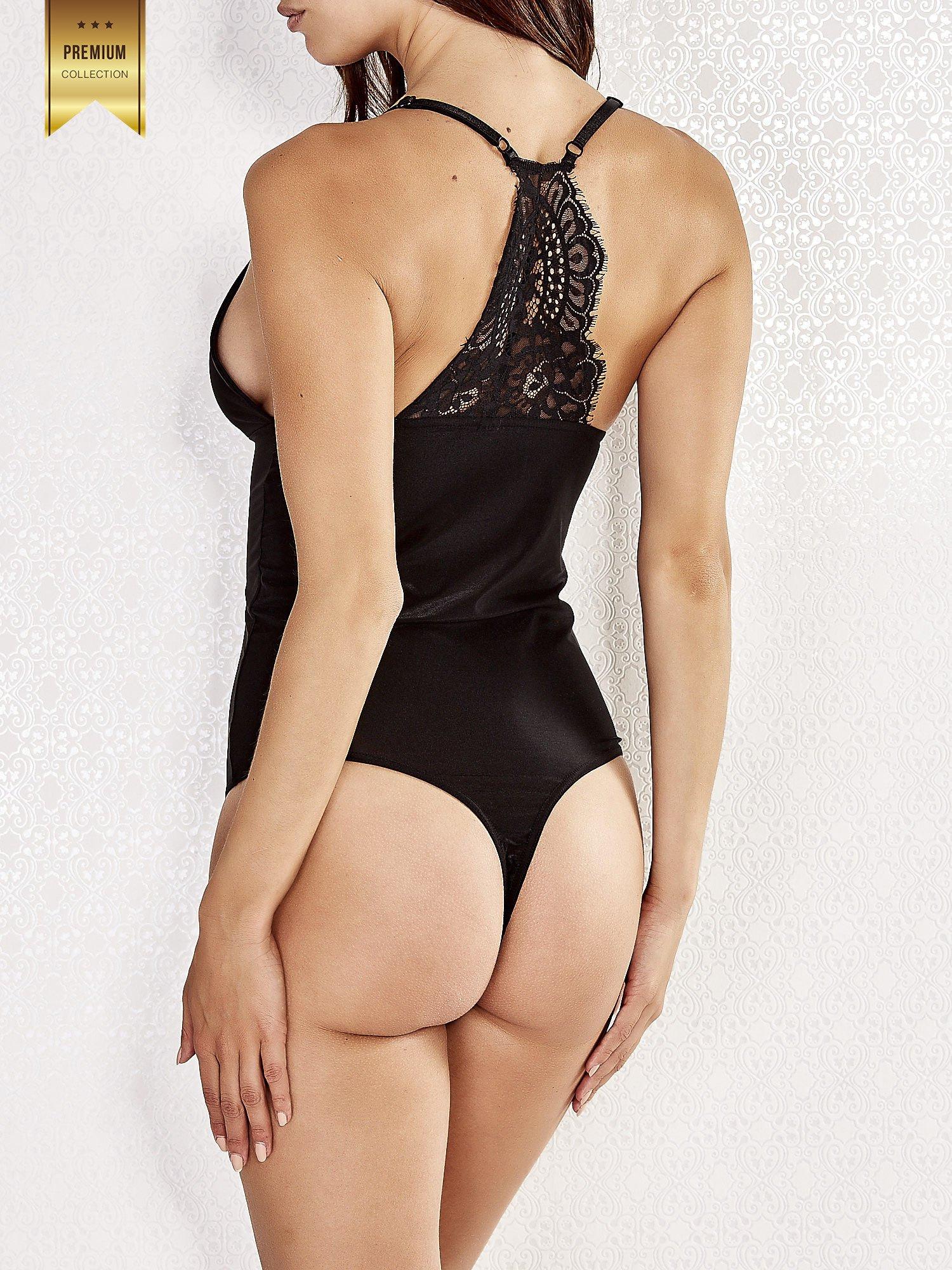 Czarne body damskie z koronkową wstawką na plecach                                  zdj.                                  2