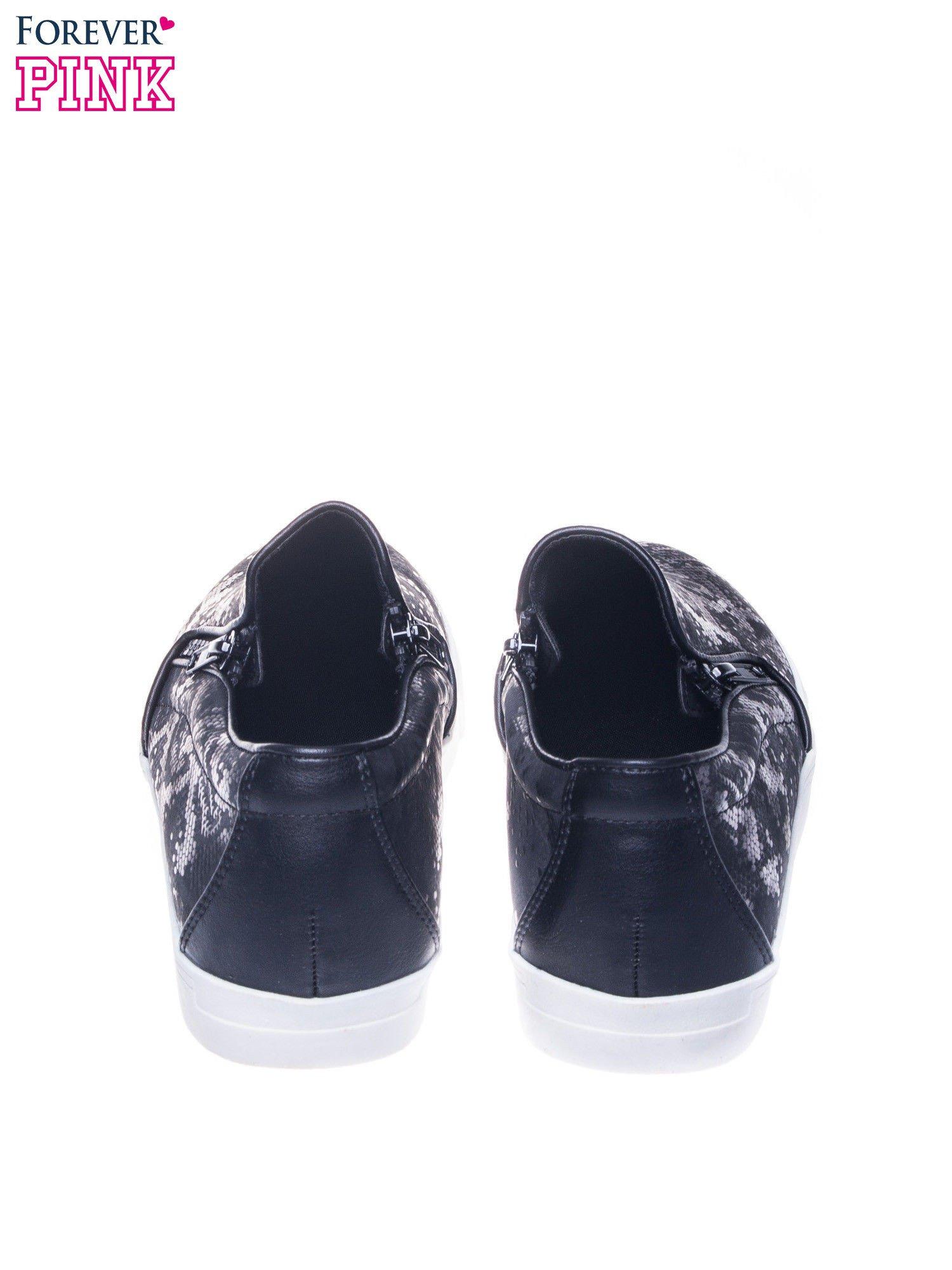 Czarne buty slip on Katie ze skóry węża                                  zdj.                                  3