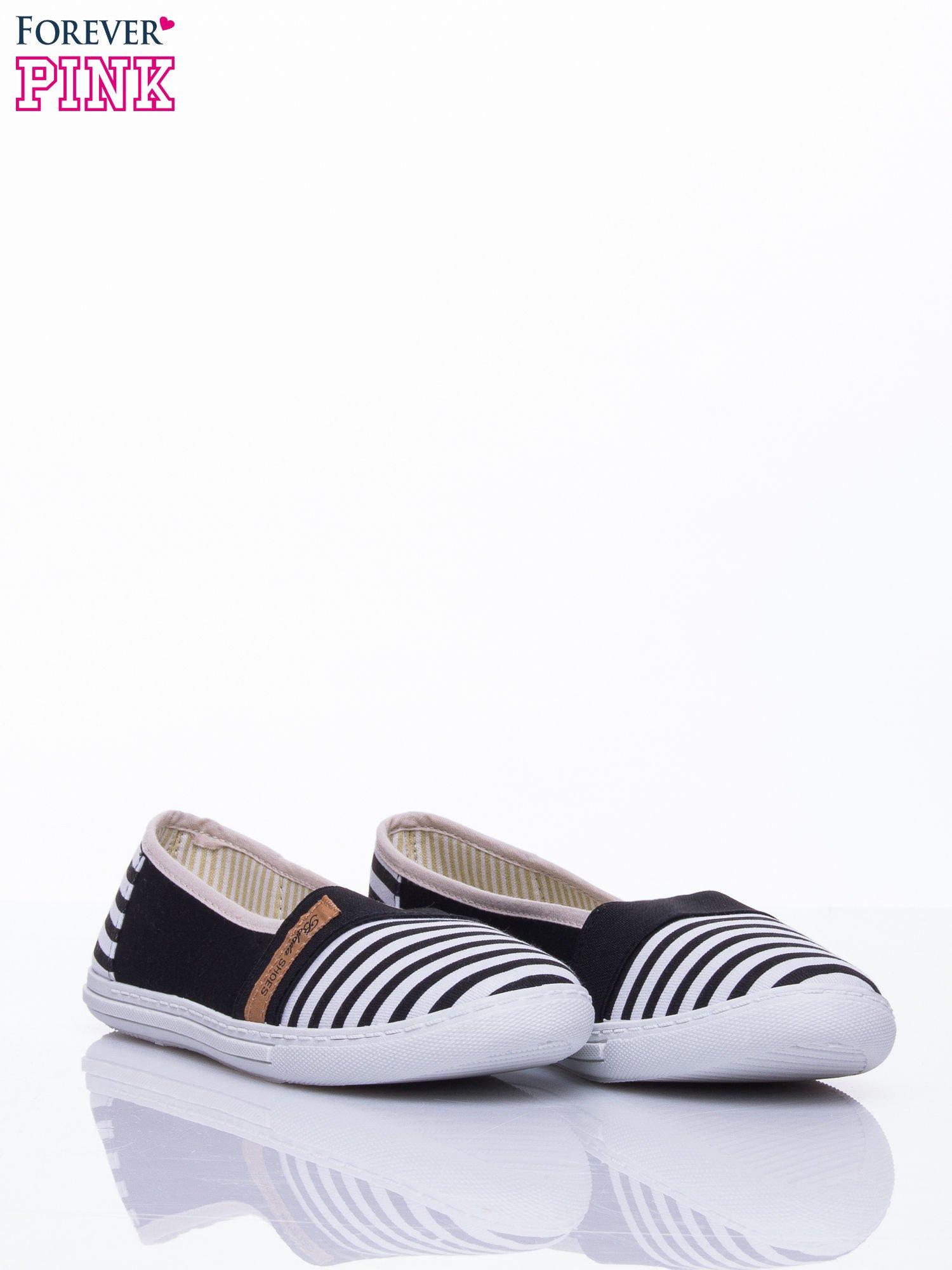 Czarne buty sliponki w paski                                  zdj.                                  3