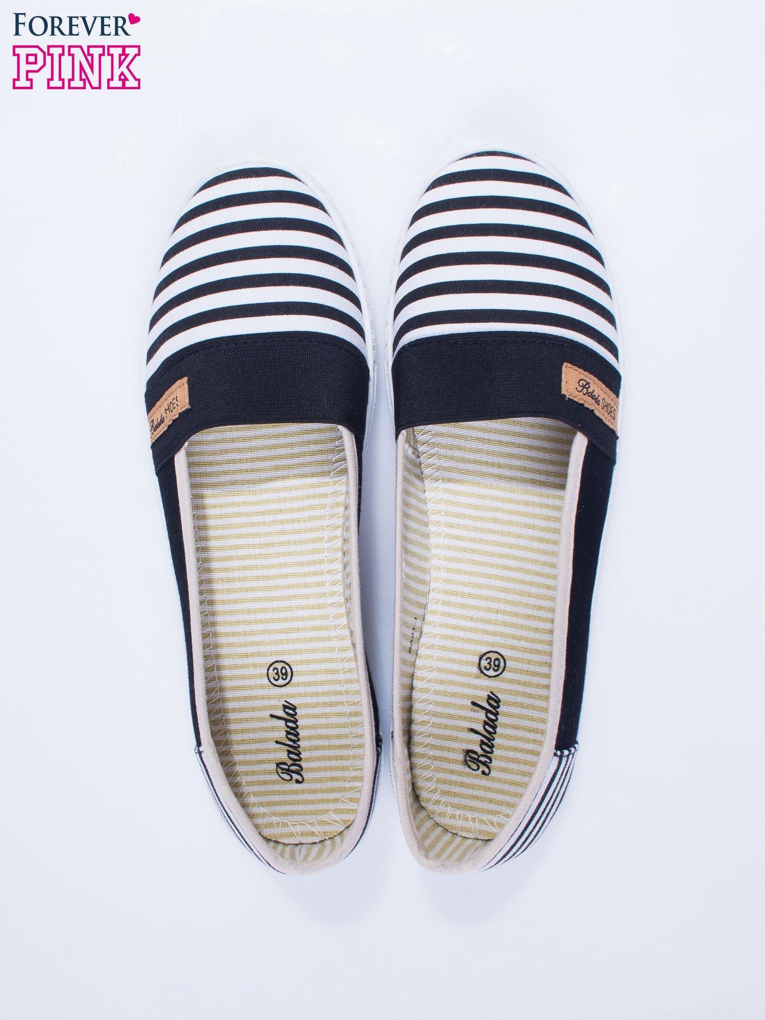 Czarne buty sliponki w paski                                  zdj.                                  6