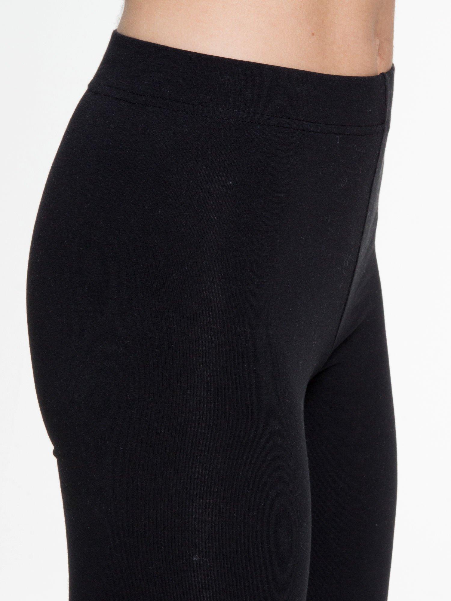 Czarne gładkie elastyczne legginsy                                  zdj.                                  6