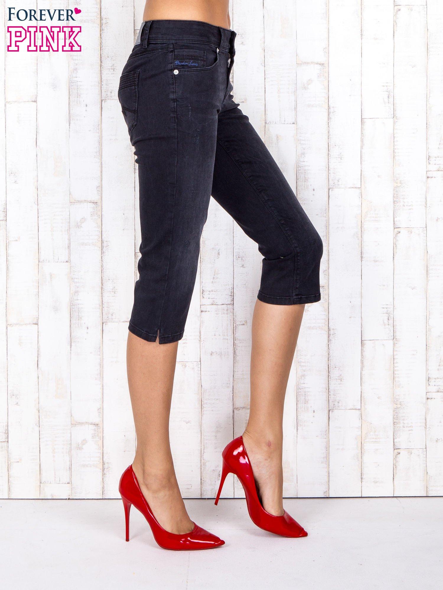 Czarne jeansowe spodnie rybaczki z przetarciami                                  zdj.                                  3