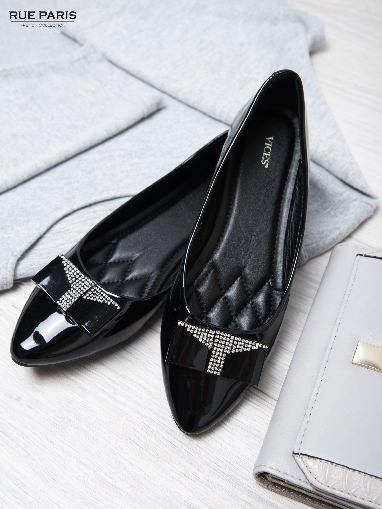 Czarne lakierowane baleriny shiny Princess z kokardką i srebrnymi cekinami                                  zdj.                                  2