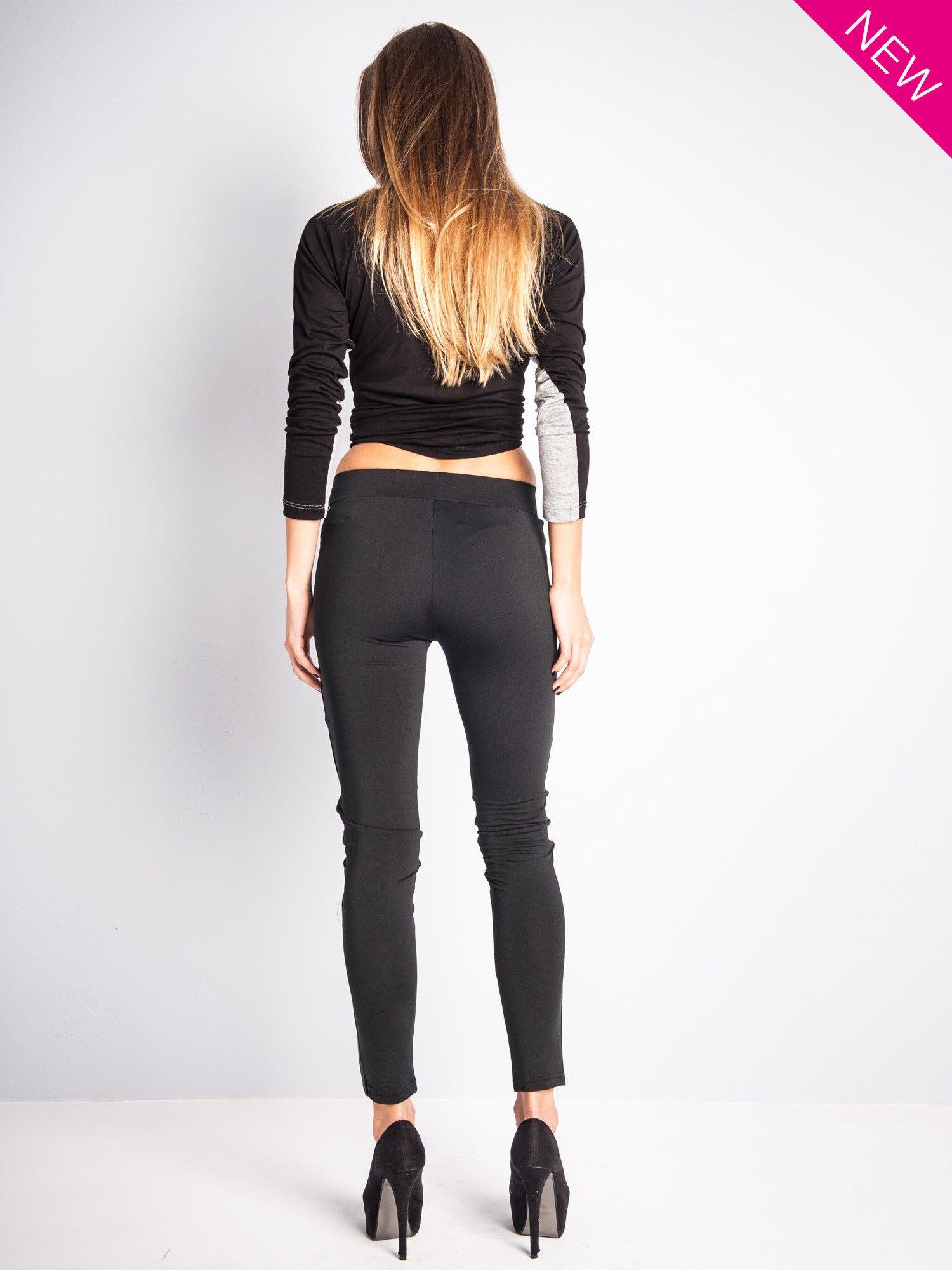 Czarne legginsy ze skórzanymi przeszyciami                                  zdj.                                  4